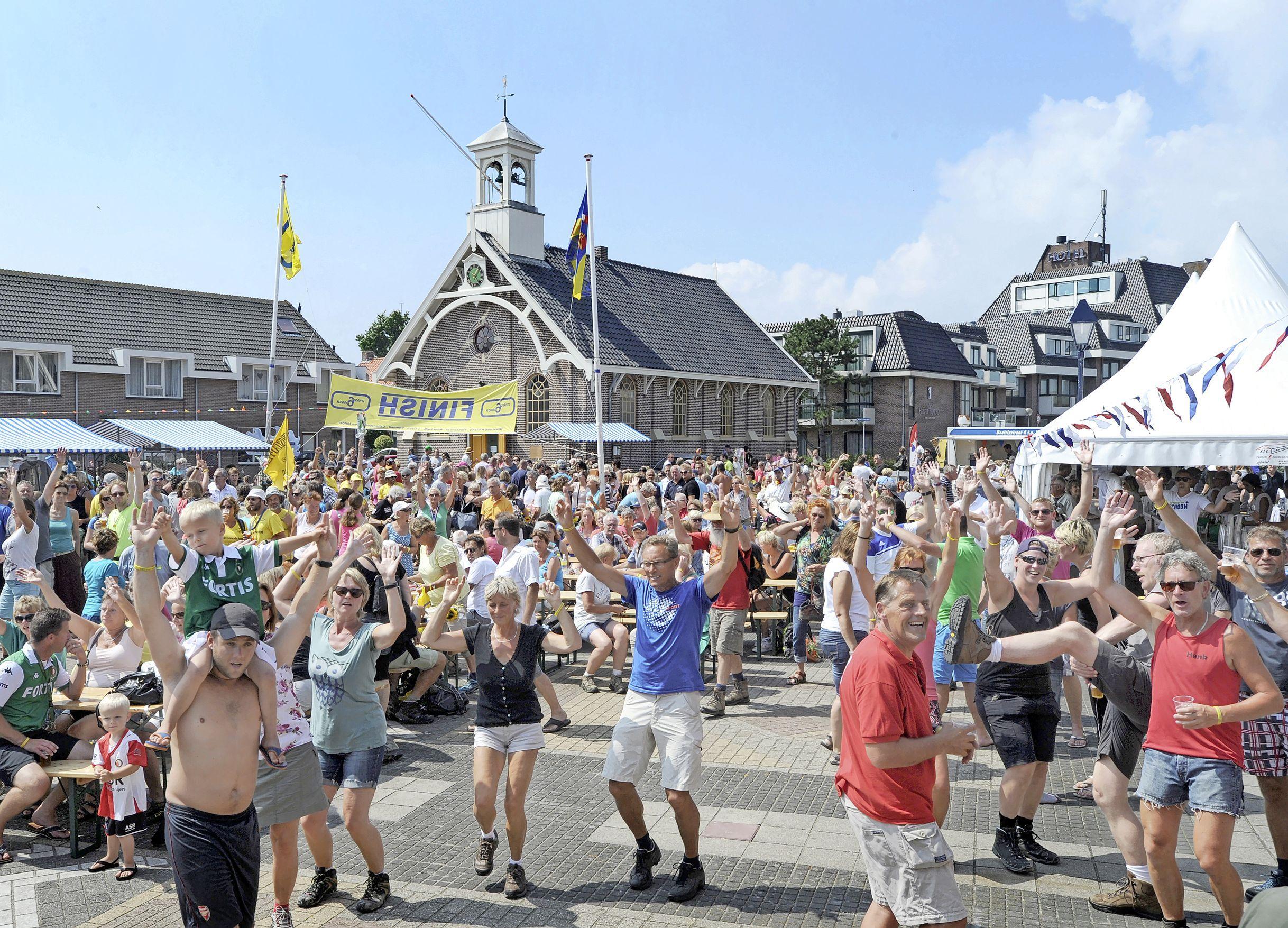 Normaal is het groot feest, de laatste etappe van de Strandzesdaagse, maar zaterdag mondt het uit in een stille tocht. 'Geen dj, geen drank en geen gezelligheid in Huisduinen'