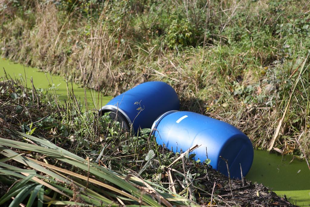 Vaten vol afval gedumpt in recreatiegebied Spaarnwoude