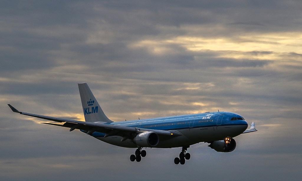 Grondpersoneel KLM legt maandag werk neer