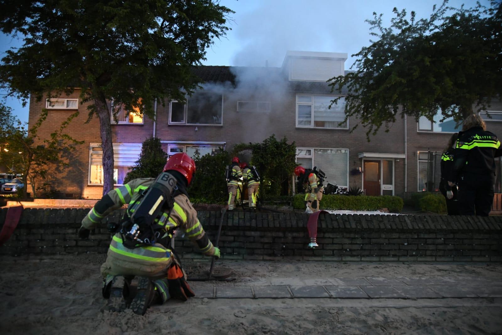 Twee personen uit brandende huis gered in Hilversum, slachtoffers zwaargewond