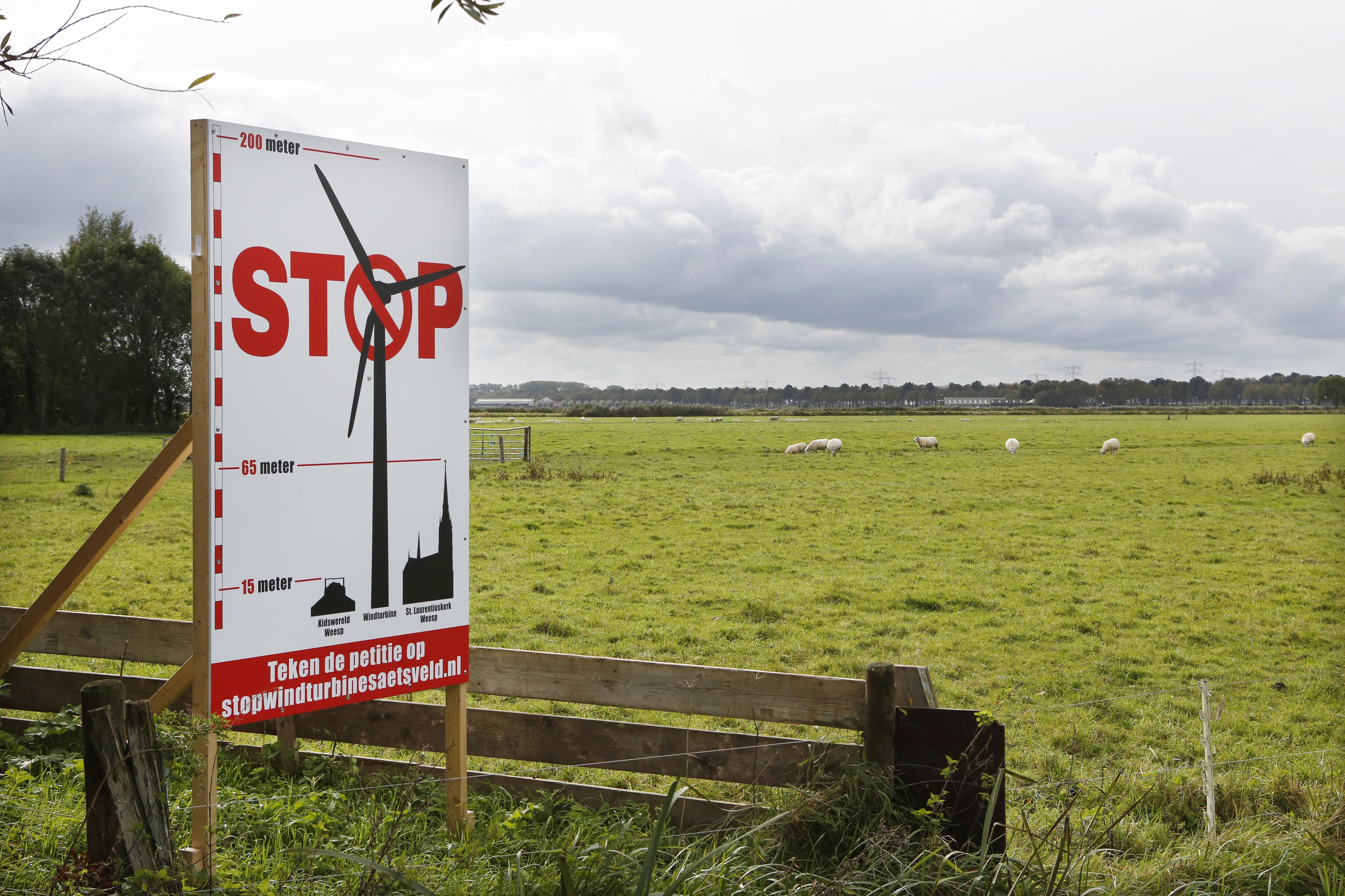 Actievoerders tegen windmolens in Vechtstreek gaan pas herrie maken als gemeente Stichtse Vecht 'verkeerde stappen' zet: 'Mega-turbines worden hoger dan de televisietoren'