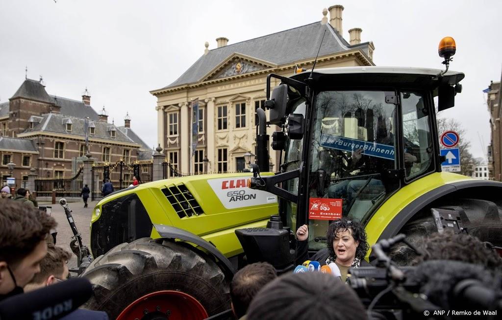 BBB-lijsttrekker Van der Plas komt in trekker aan bij Binnenhof