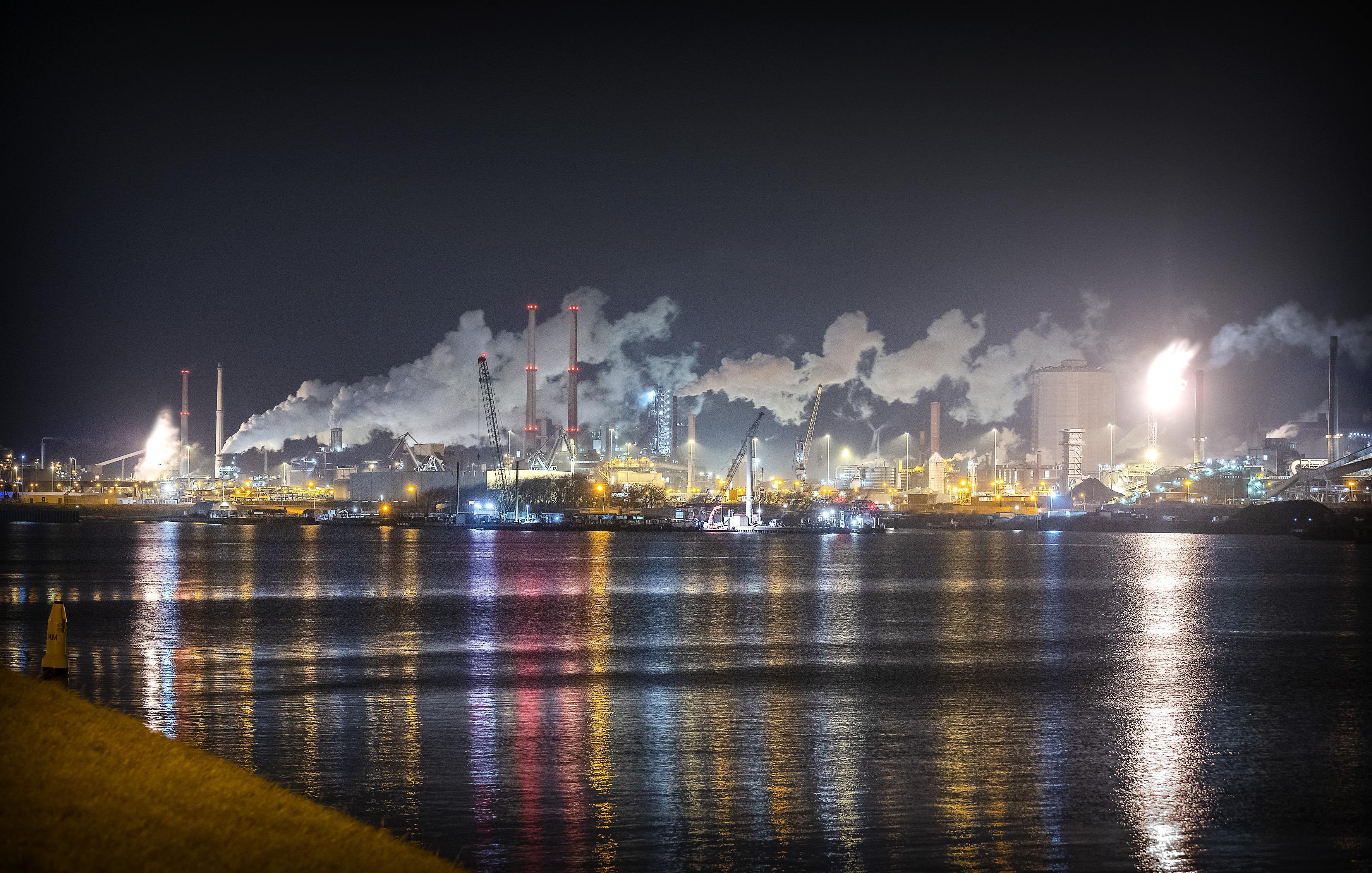 KWF Kankerbestrijding kiest kant van milieuorganisaties die met drones en onderwaterrobots eigen onderzoek naar uitstoot Tata Steel gaan doen