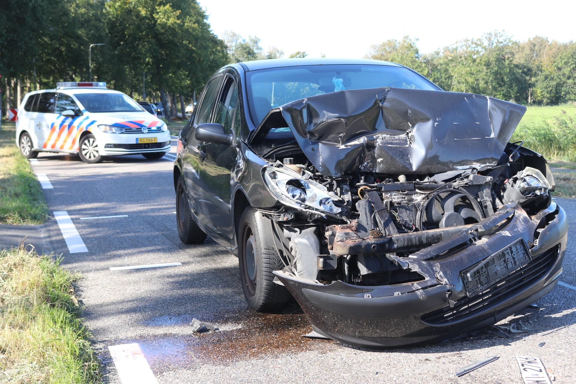 Flink ongeval op Stationsweg in Lisse, automobilist gewond