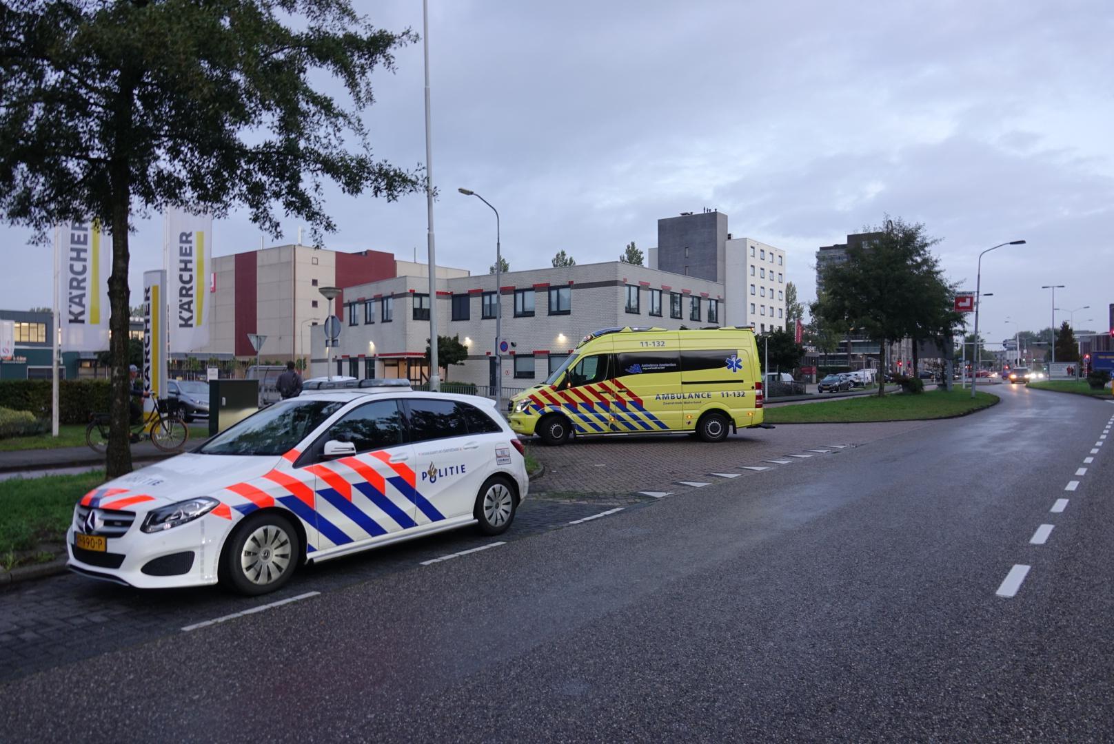 Fietsster gewond bij flinke klap met auto in Zaandam