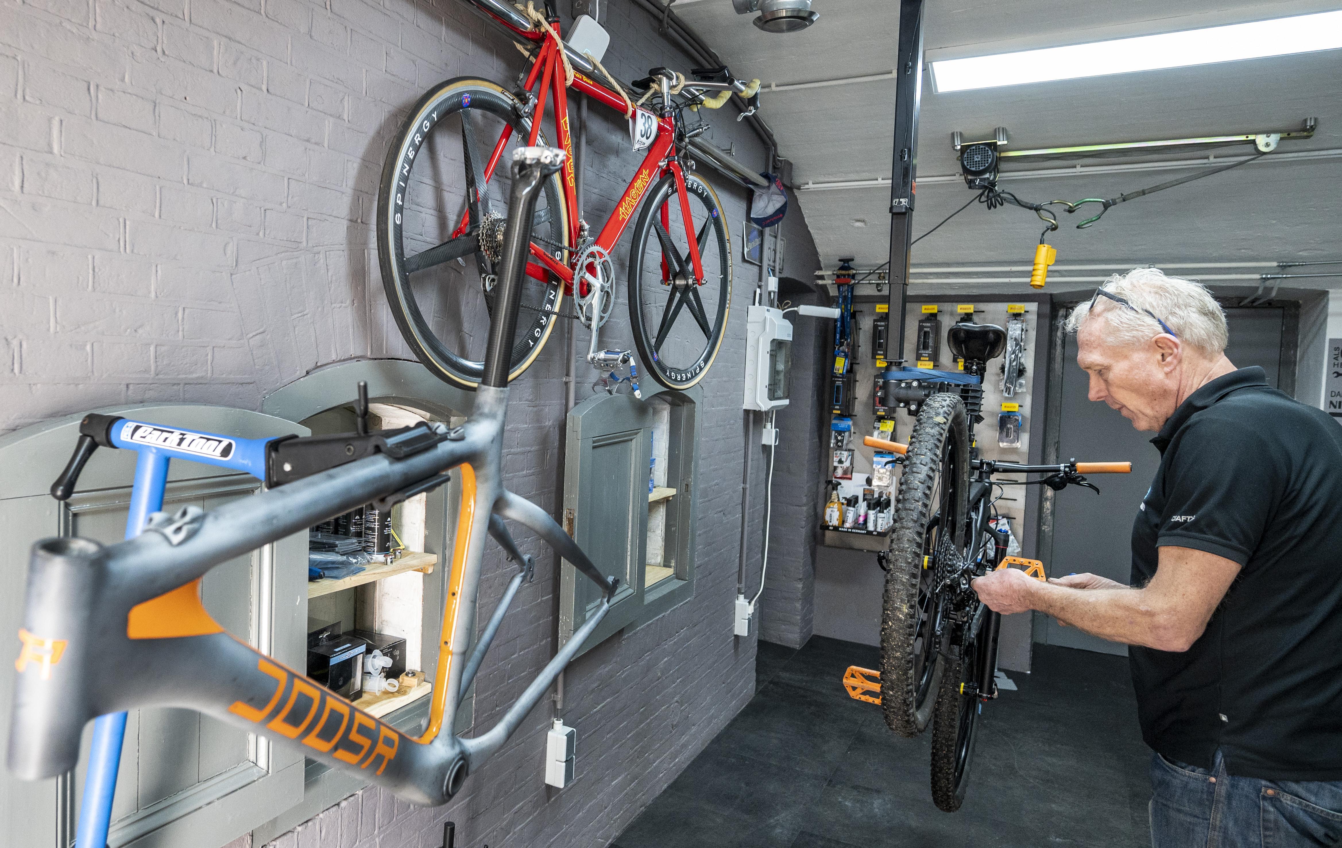 Fietsen in coronatijd is ongekend populair. 'Een dure fiets hoeft niet perse een fijne fiets te zijn'