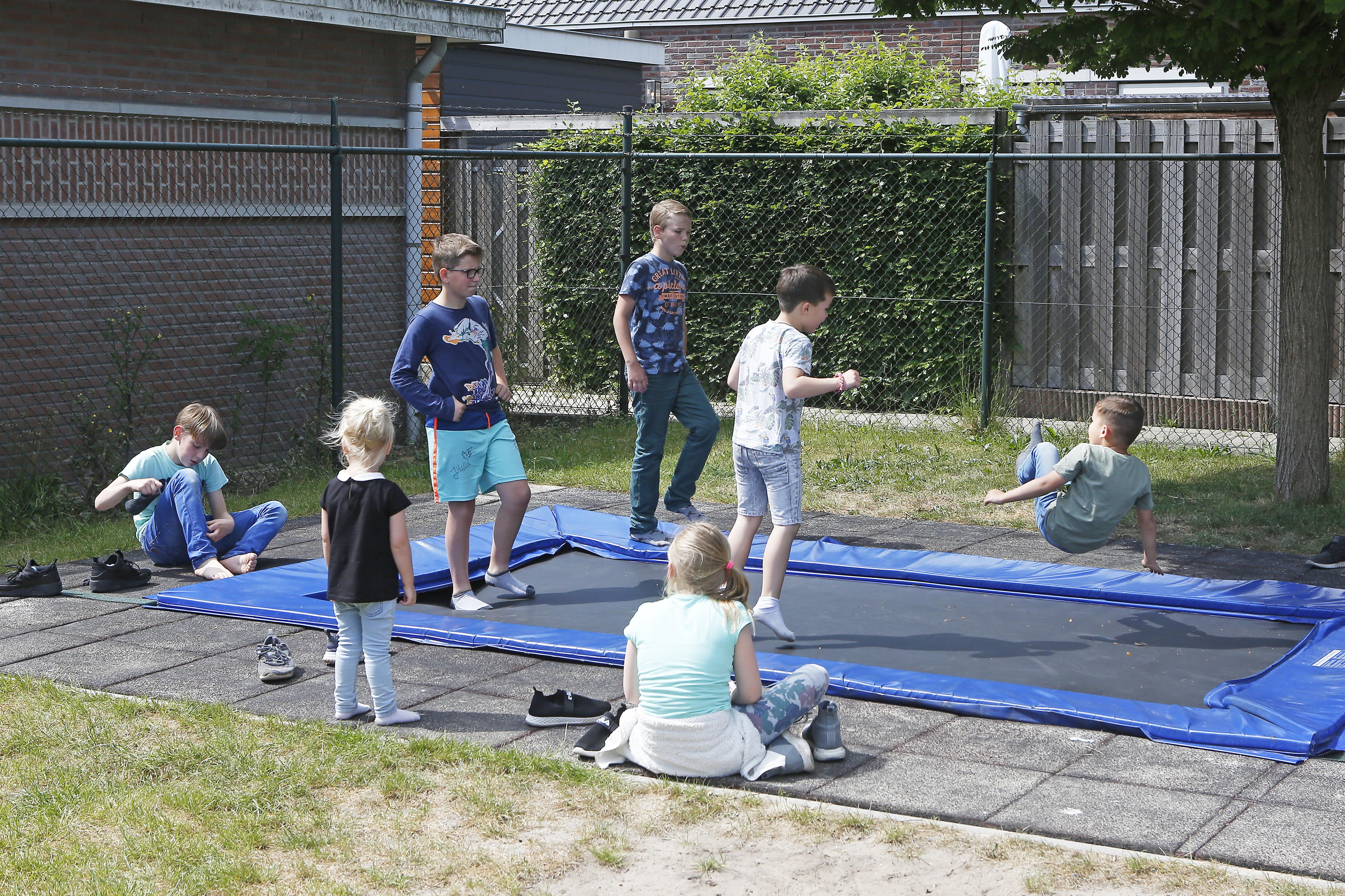 Speeltuinen in regio Hilversum worstelen met coronaregels: 'Aanmelden verplicht en geen drankje'
