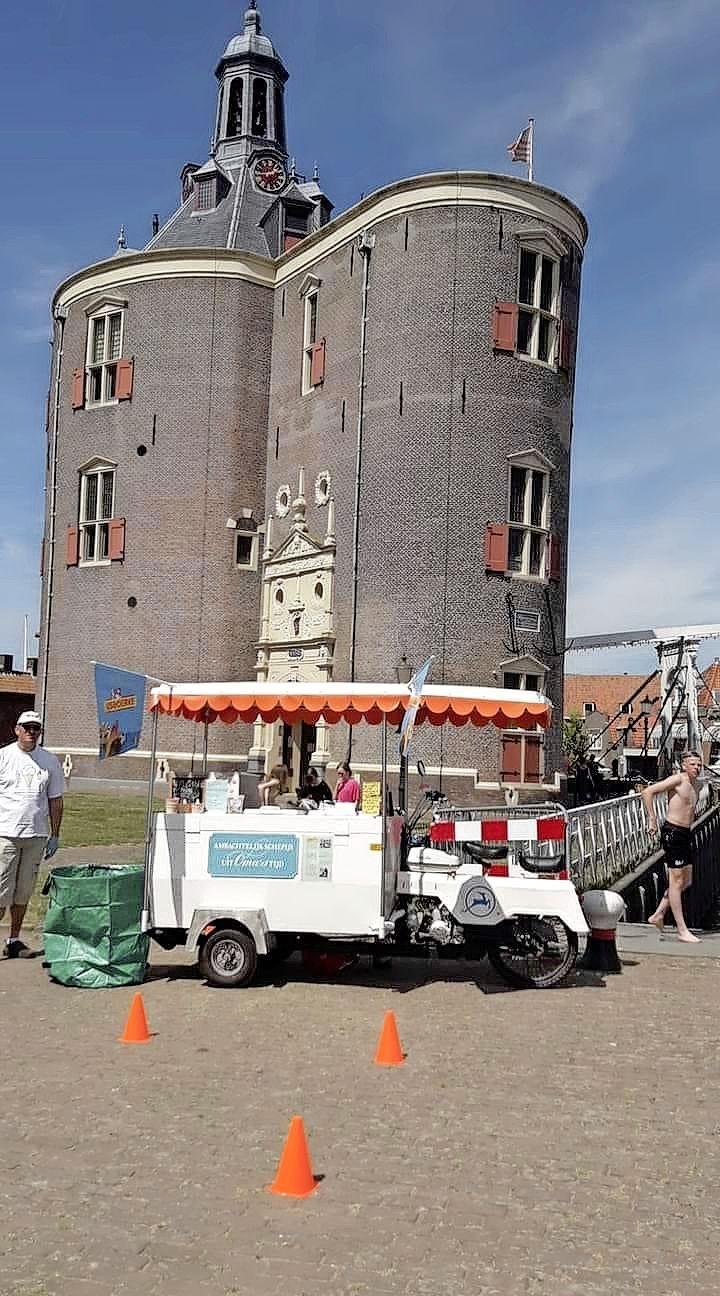 IJsventer Piet Mazereeuw door boa's weggestuurd bij sluis Enkhuizen. 'Ik heb hier wel een kater van, ja'