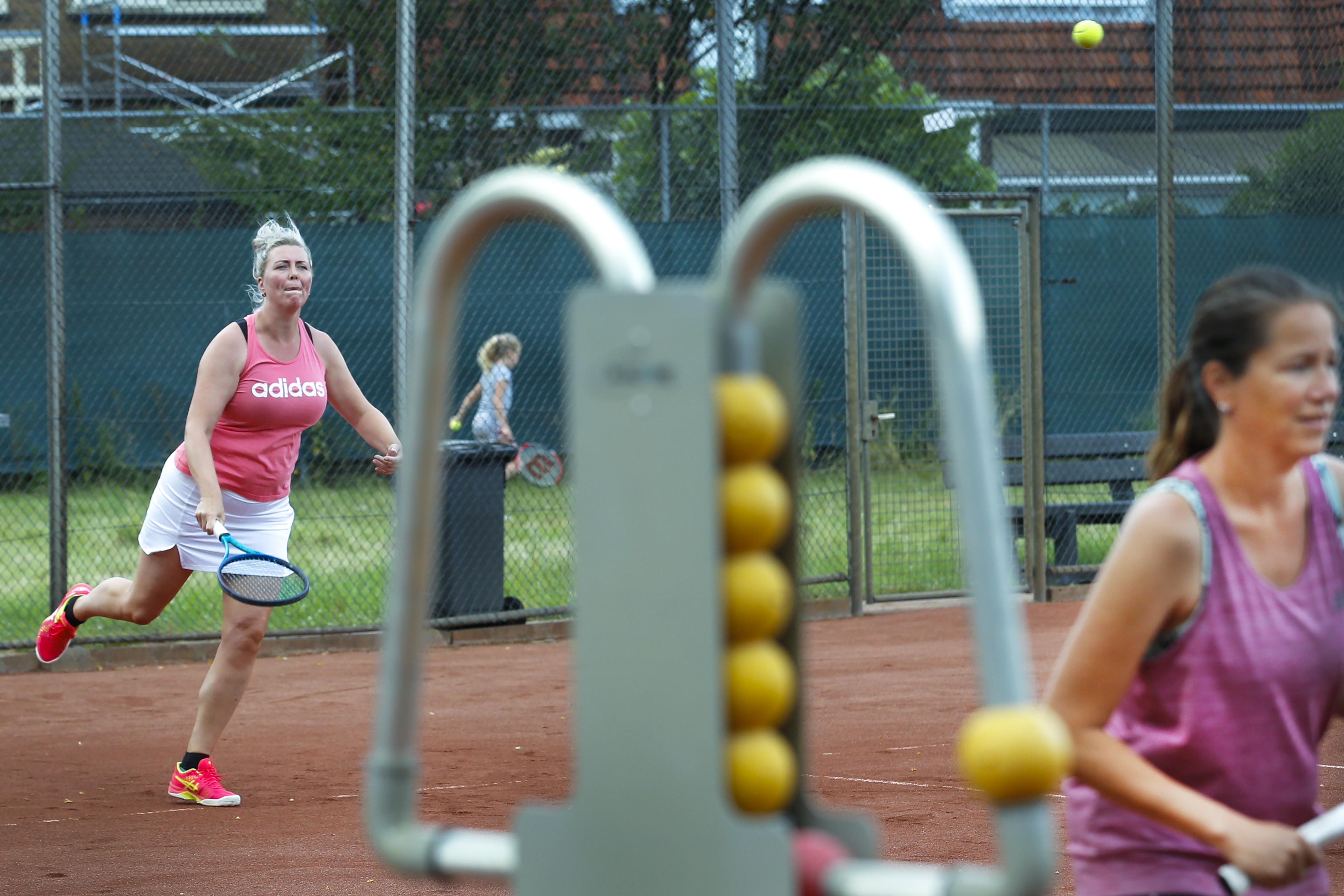 Horecamedewerker van clubhuis Tennisvereniging BLTC Westerhout in Beverwijk test positief op coronavirus, clubhuis tijdelijk gesloten