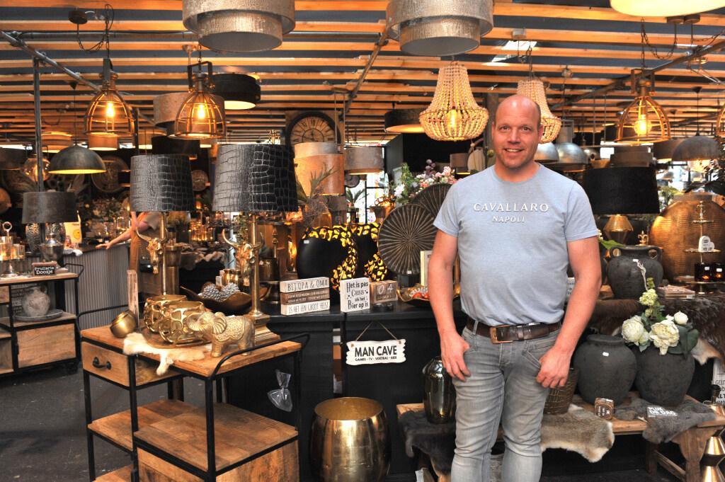 Voormalig metselaar Robin stapt over naar interieurartikelenhandel en heeft nu drie winkels, waaronder één op De Beverwijkse Bazaar