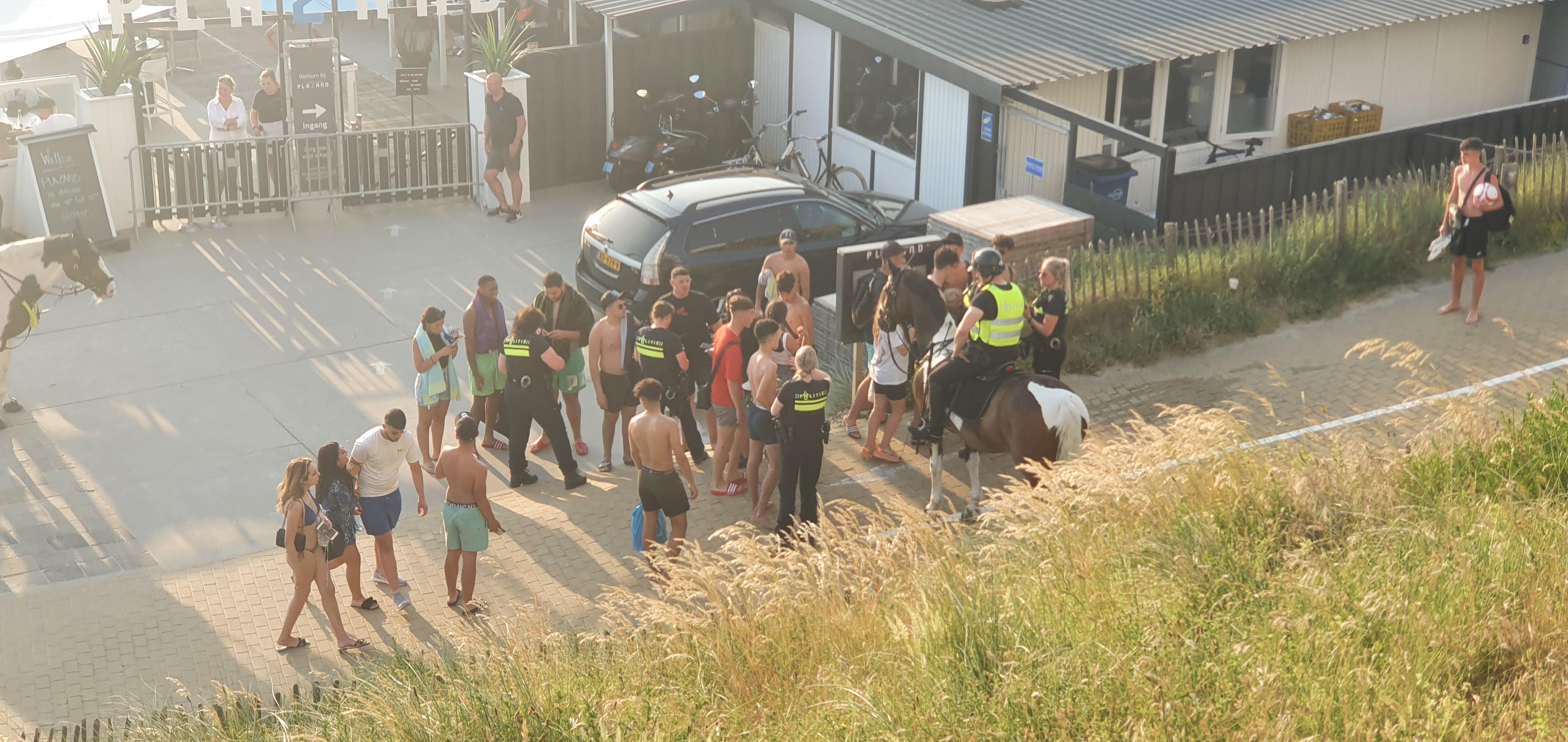 Vereniging van Strandpachters Zandvoort over vechtpartij: 'De politie heeft juist heel snel en adequaat gereageerd. De imagoschade voor Zandvoort is groter'