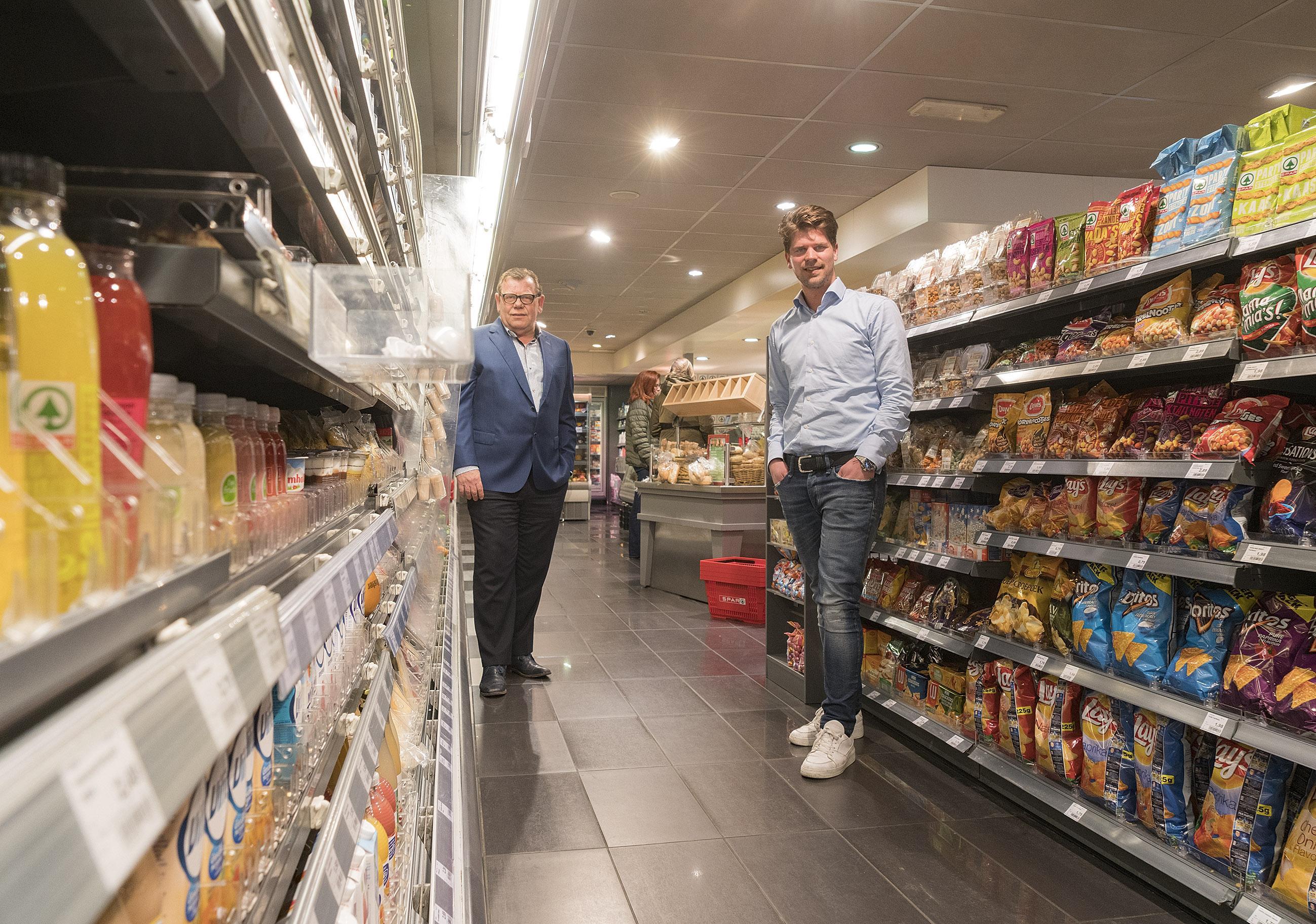 Avondwinkel Spar aan de Dijk in Alkmaar kan gewoon tot twaalf uur open blijven. Klanten accepteren dat ze geen alcohol mogen kopen
