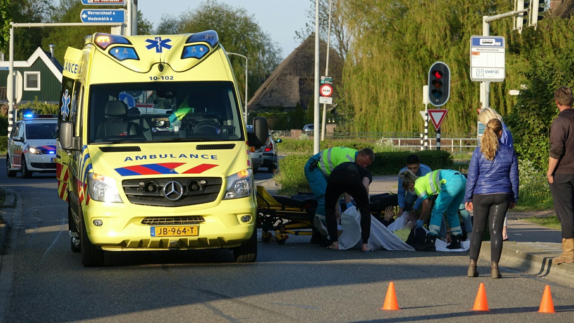 Fietser geschept door auto in Zwaagdijk-Oost