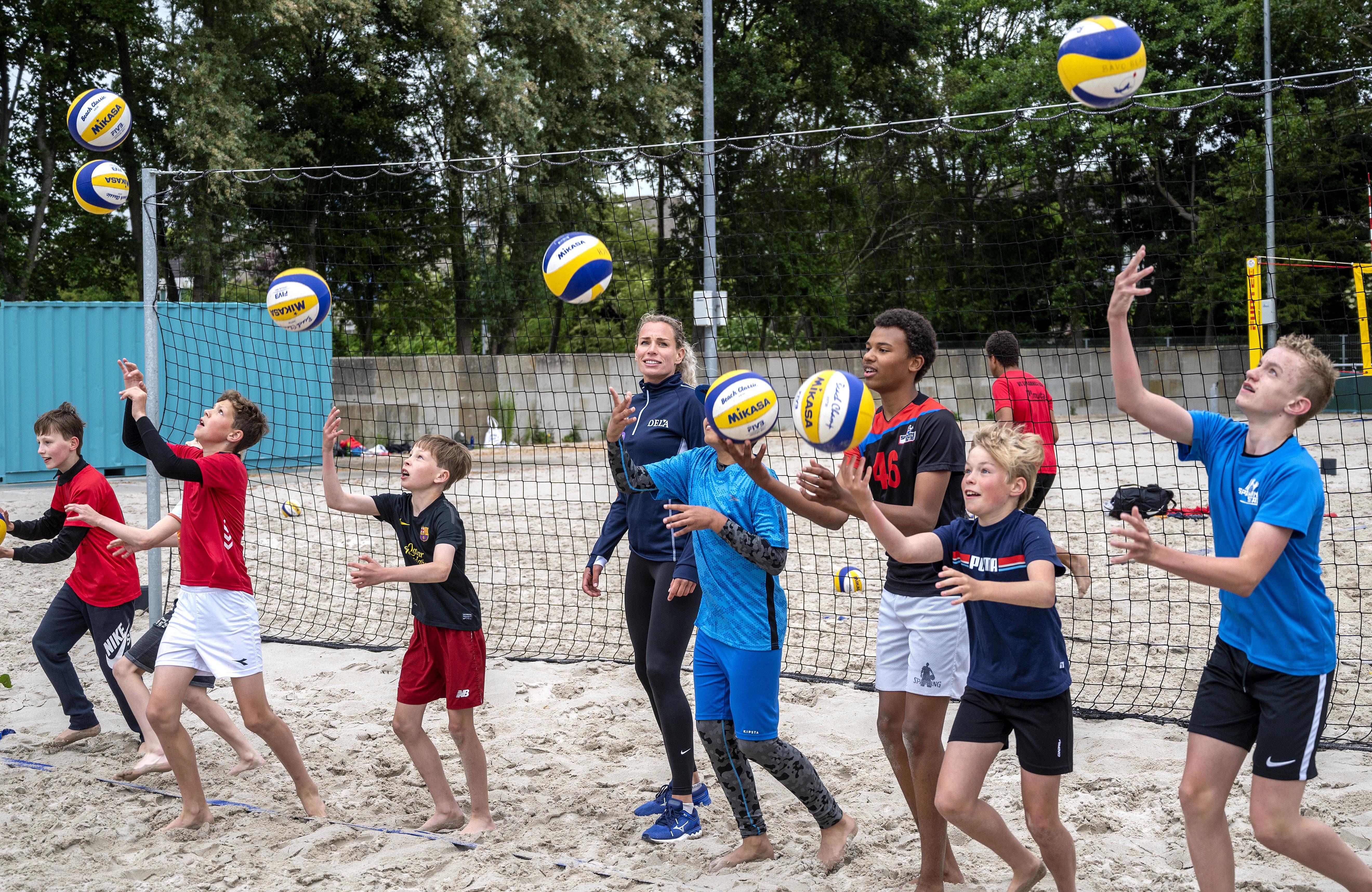 Clinic van olympiër Sanne Keizer valt in de smaak bij jeugdspelers Bavo Beach Club
