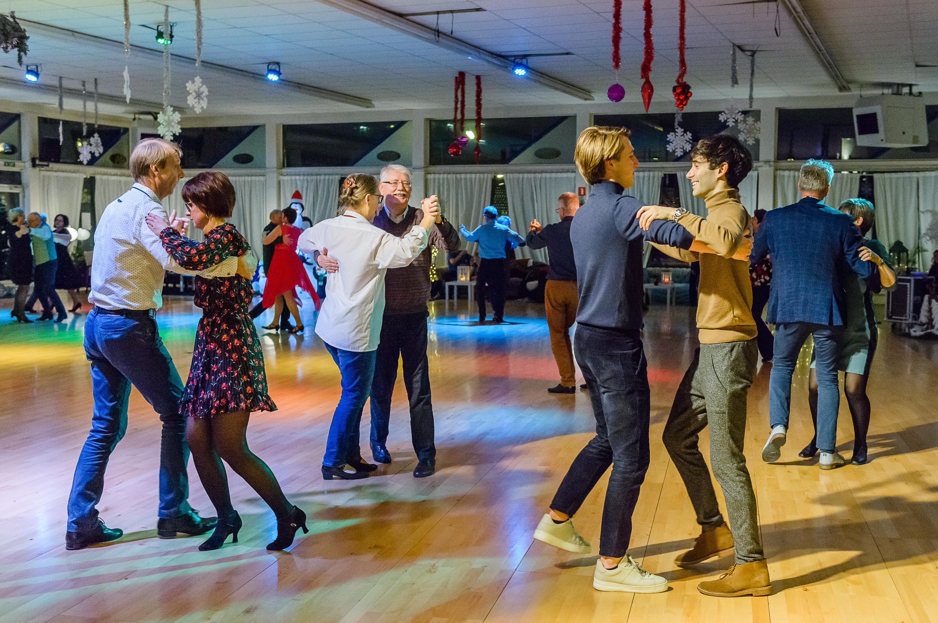 Dansschool Hotspot werkt zich uit faillissement en betaalt met donaties en leskaarten de schulden af: 'Vertrouwen in dat we het gaan redden'
