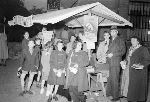 Jetty en Els van der Graaf in actie op Dierendag