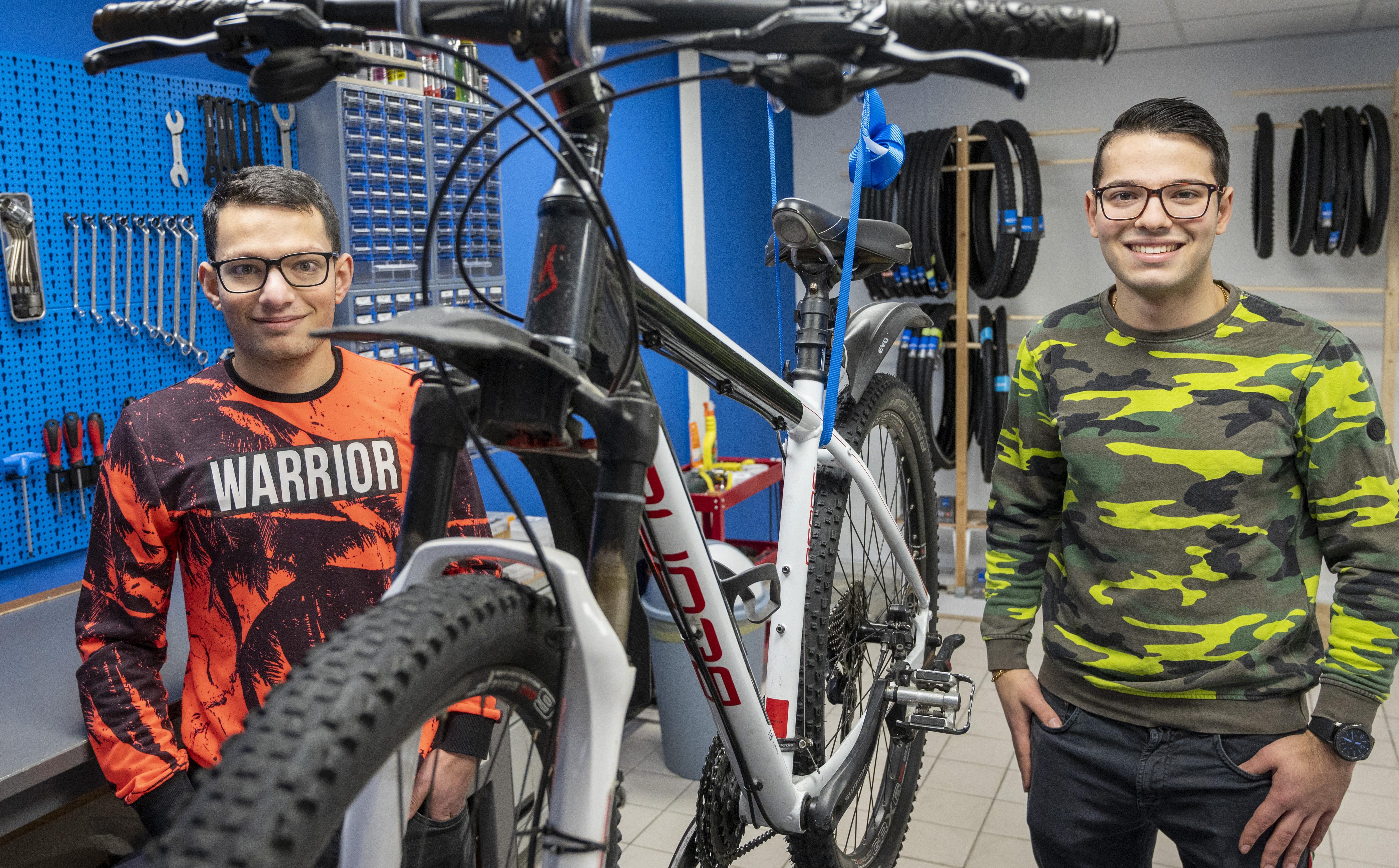 Enthousiaste Syrische broers (21 en 18 jaar) openen fietsenreparatiewinkel in Vogelenzang