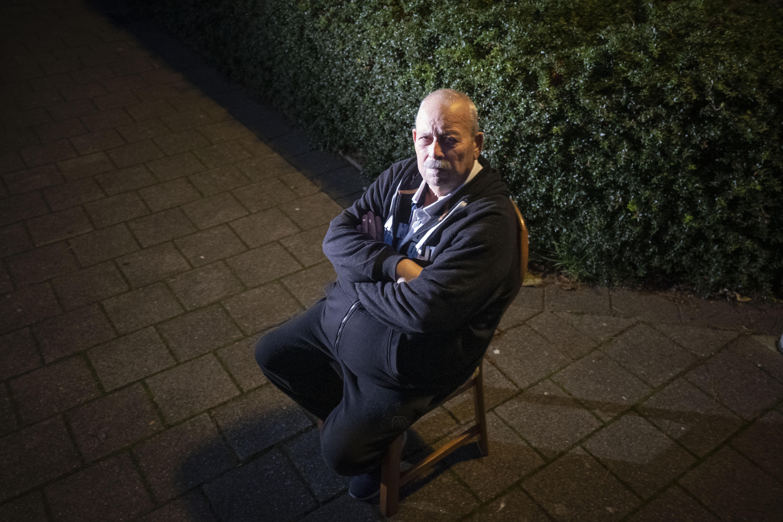 Ad (70) uit Alkmaar houdt sitdown bij huisarts om griepprik te eisen: 'Ik ga hier niet weg voor ik een prik heb gehad'