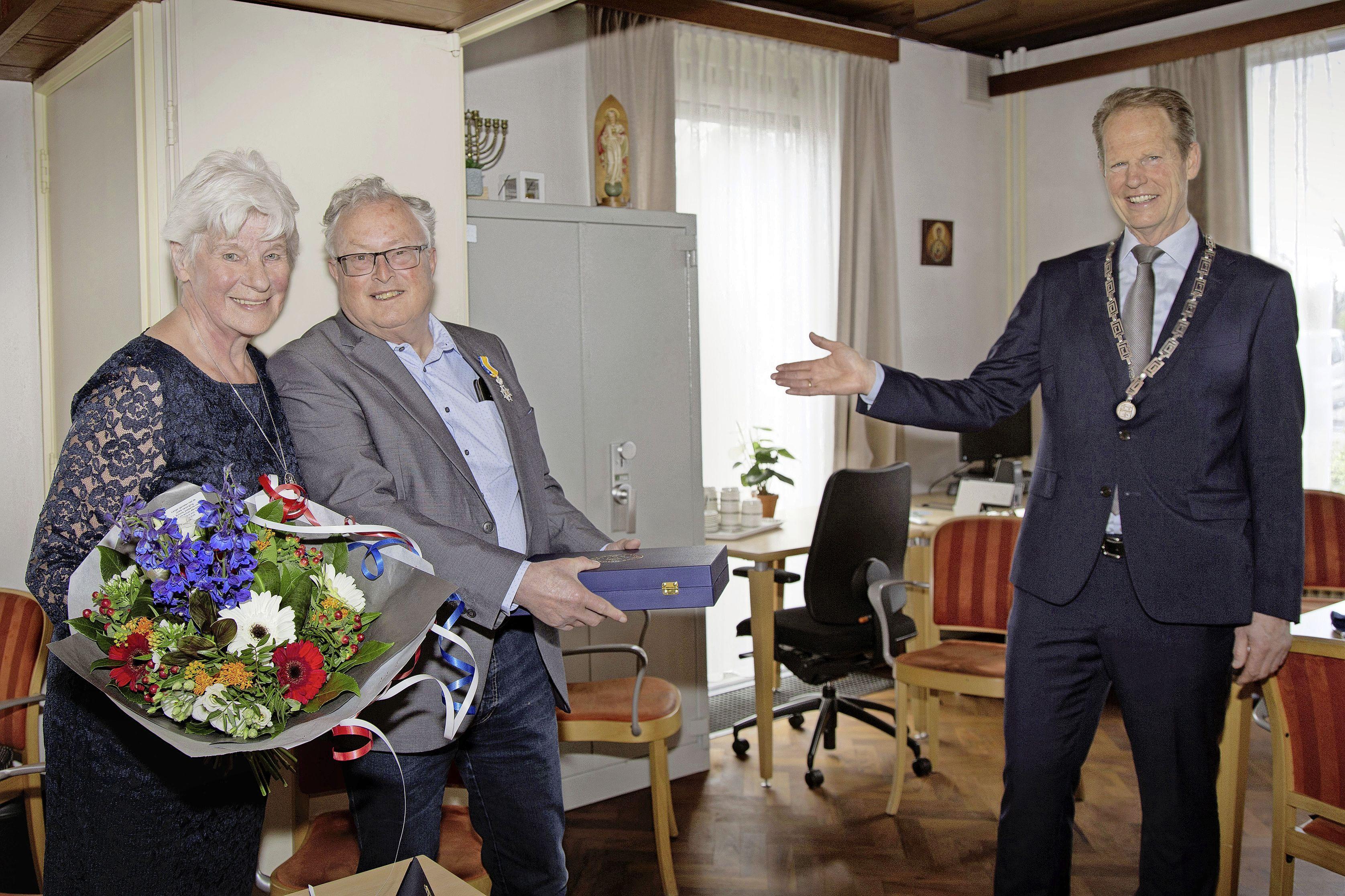 Tomeloze inzet voor ouderen levert Hillegommer Jan van Schie lintje op