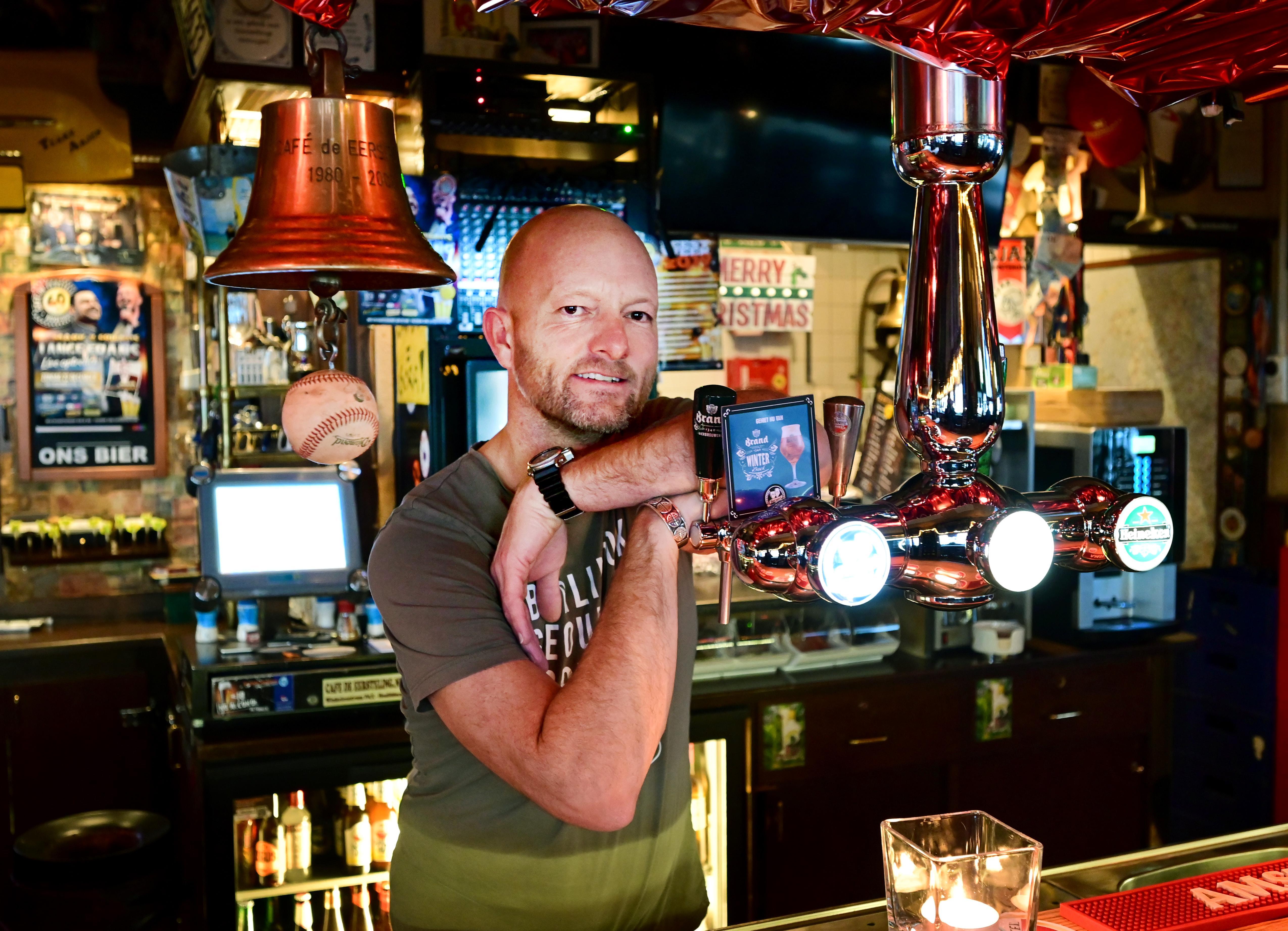 Ton Verstraten viert 40-jarig bestaan Hoofddorps café De Eersteling: 'Afterparty heet hier naborrelen'