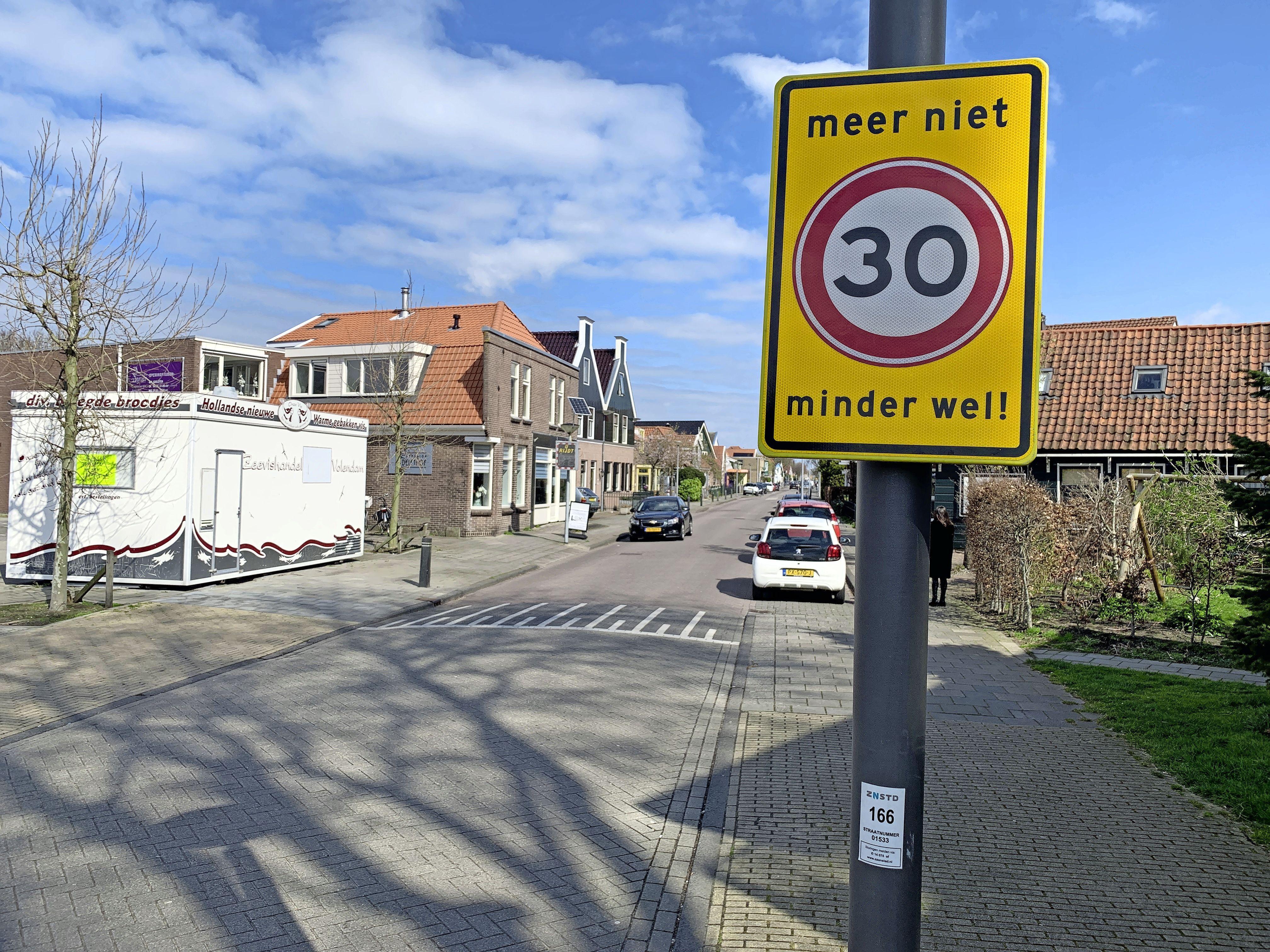 Voor de zomer een besluit over asfalteren Dorpsstraat tegen trillingen in woningen Assendelft