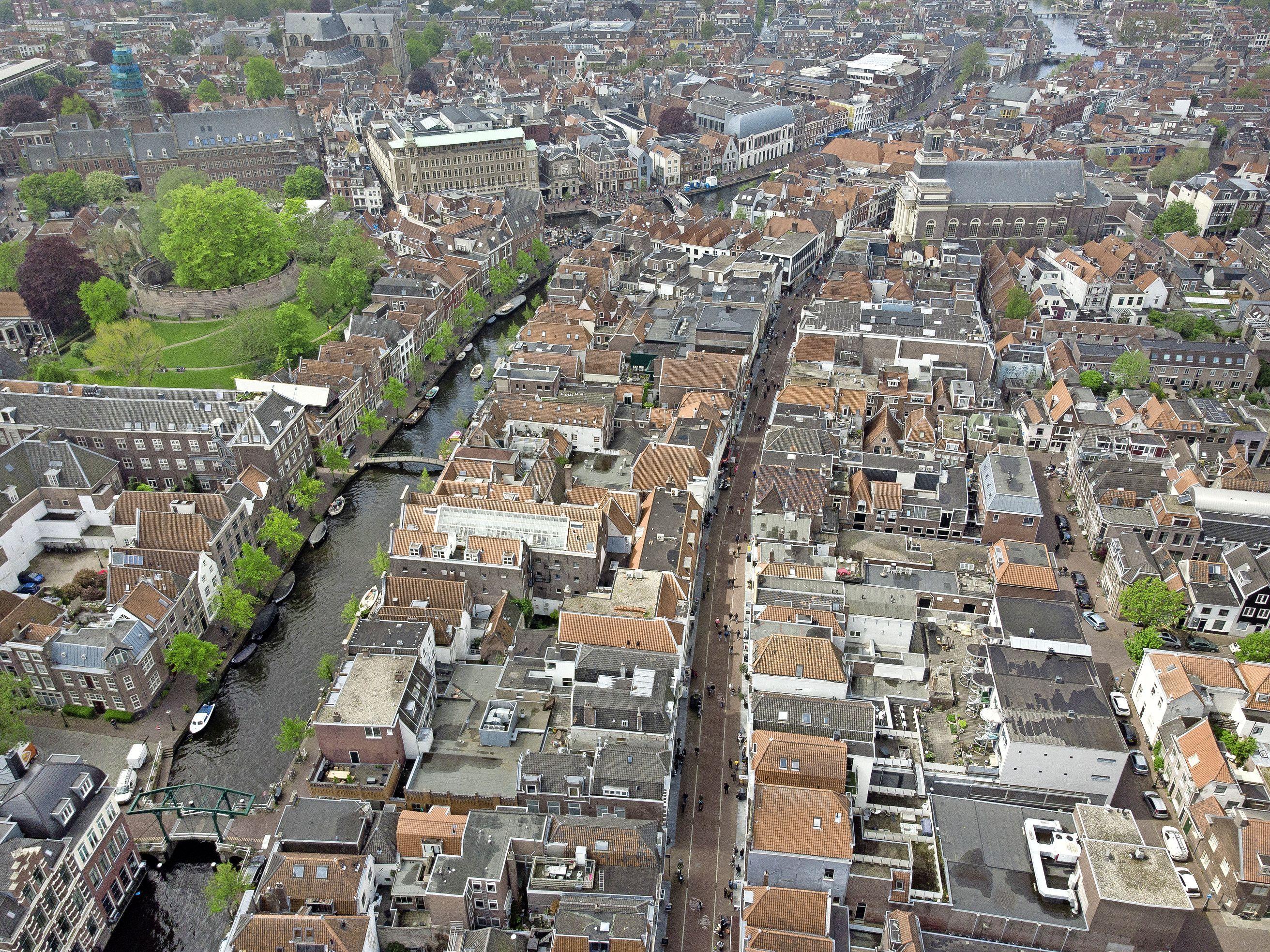 De Haarlemmerstraat kent een bonte verzameling vastgoedeigenaars: van de gemeente tot twee Nederpornomiljonairs