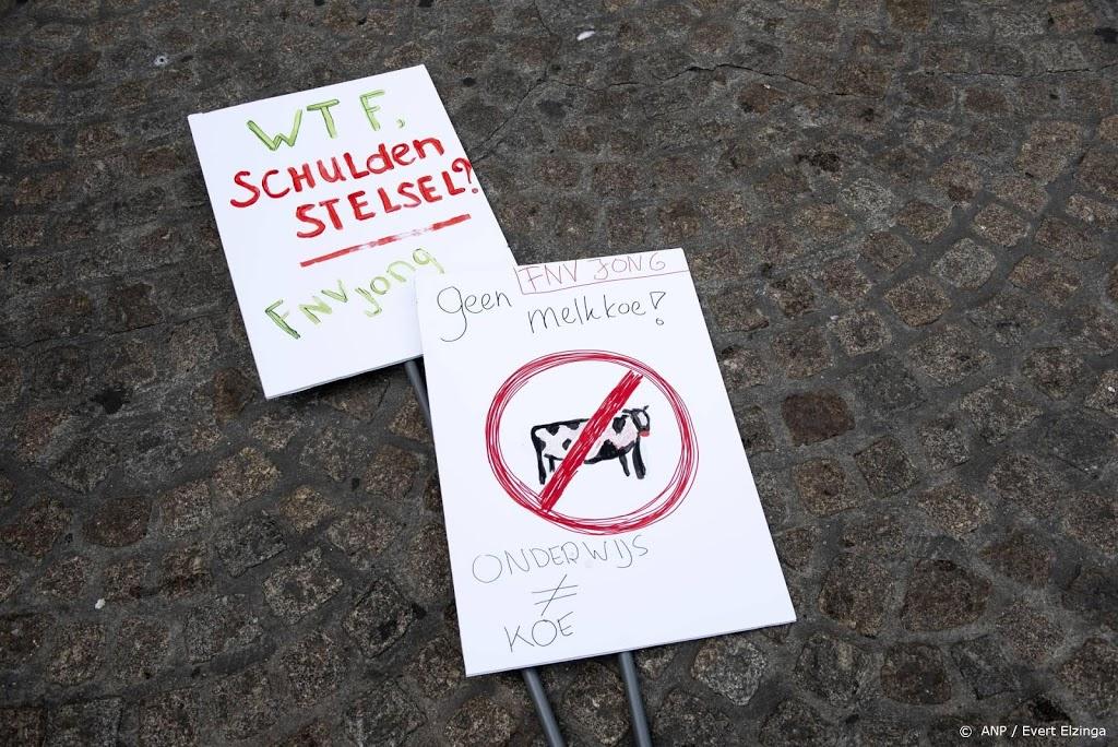 Studenten op Museumplein in actie tegen leenstelsel