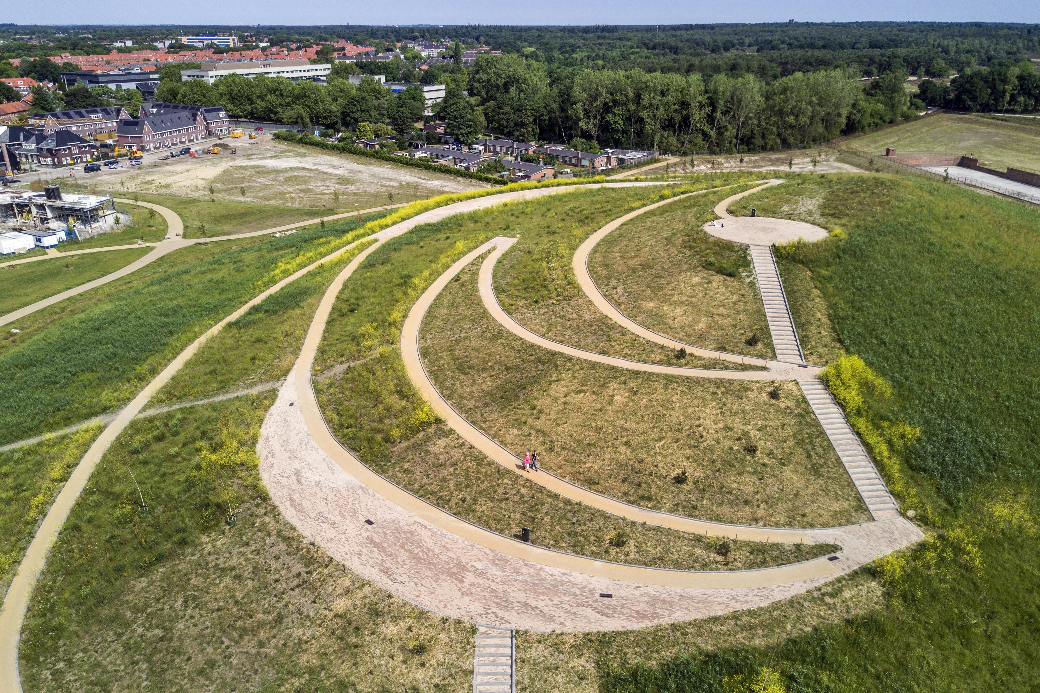 Dudok Wonen bouwt 65 duurzame sociale huurappartementen in Anna's Hoeve. Complex vernoemd naar Gerard Vrolik, de man van Anna