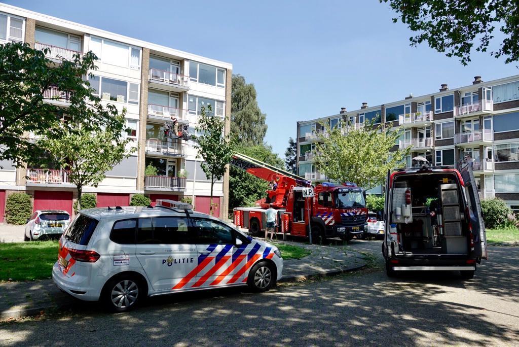 Brandweer redt hond van snikheet balkon in Wormerveer