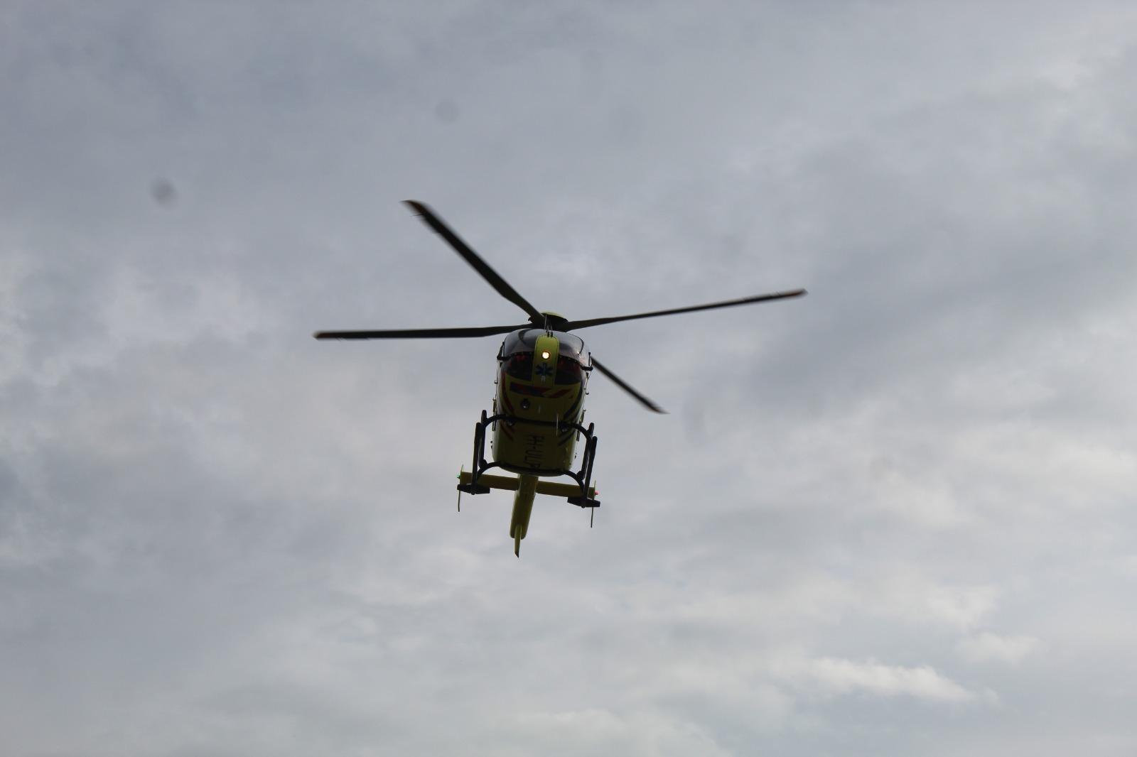 Traumahelikopter landt in duinen Noordwijk voor bewusteloze fietser