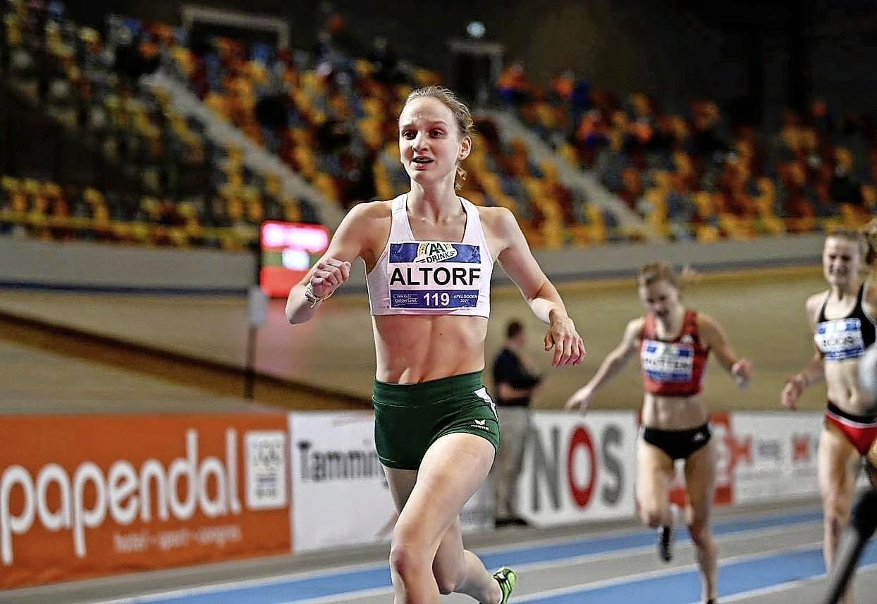 800-meterloopster Suus Altorf (16) verbaasde zichzelf na overstap van turnen naar atletiek: 'Wow, dit is wel heel erg goed eigenlijk'