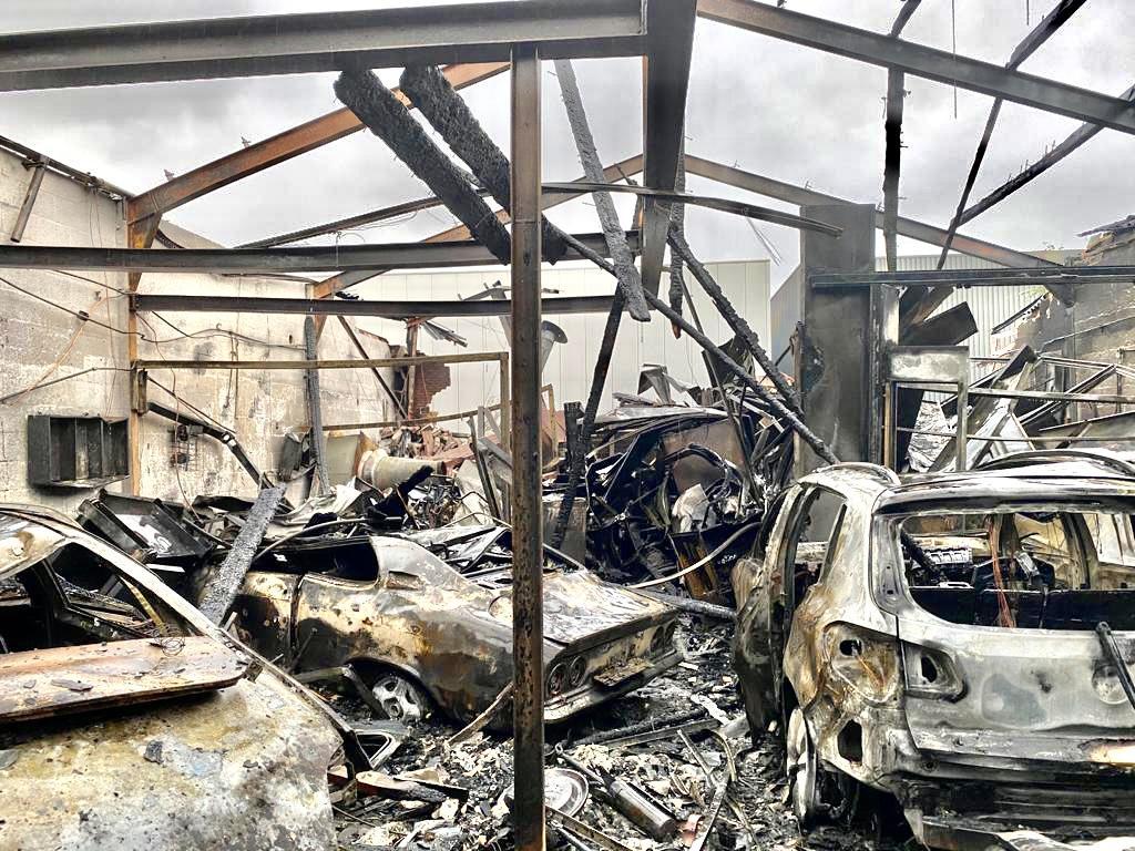 Eigenaar door vuur getroffen bedrijfspand weet even niet hoe hij verder moet. 'Ik heb een van de best lopende bedrijven van Heerhugowaard'