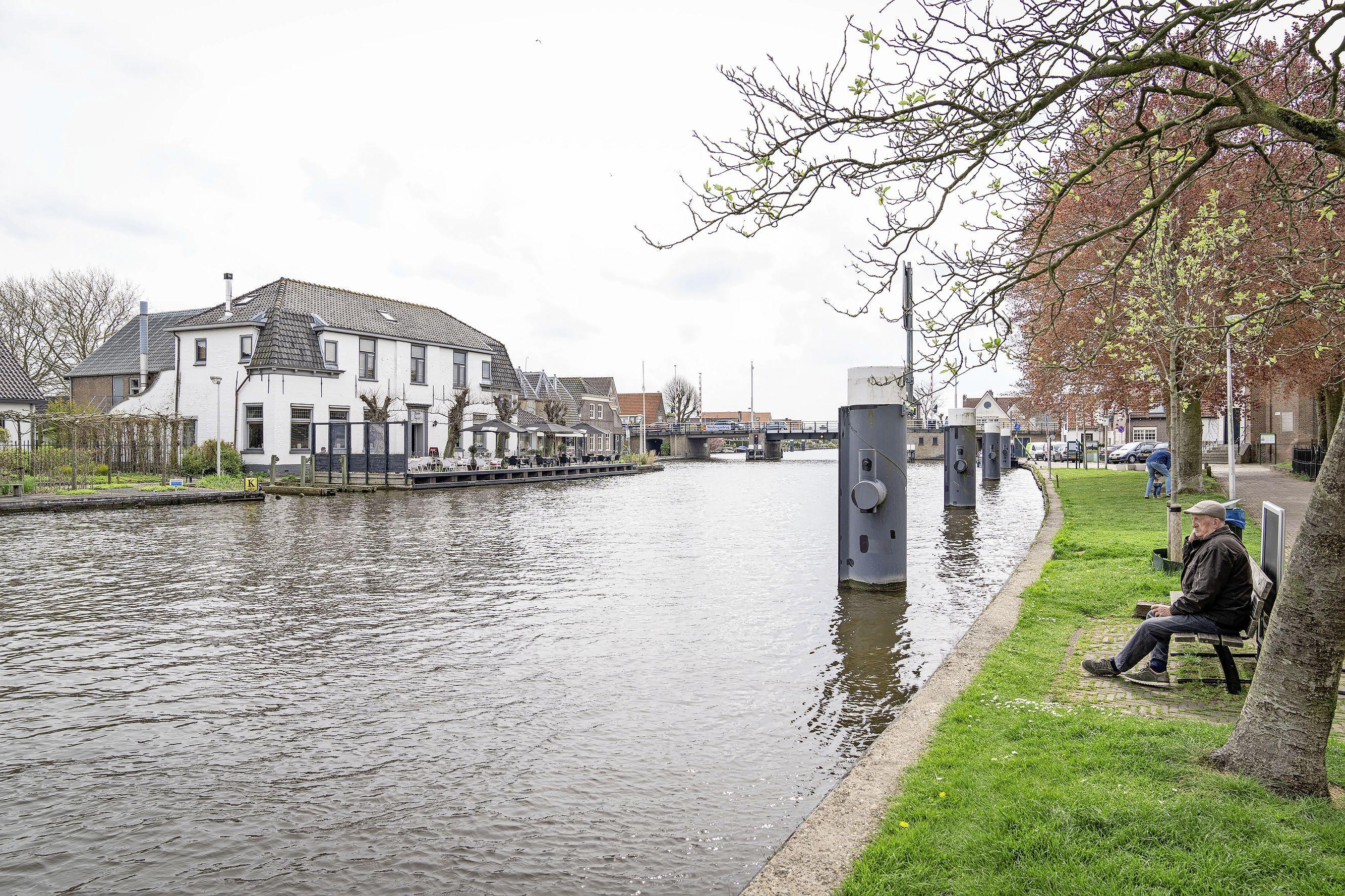 Oud kettingbeding hoeft de toekomst van het oude raadhuis in Woubrugge niet langer in de weg te staan