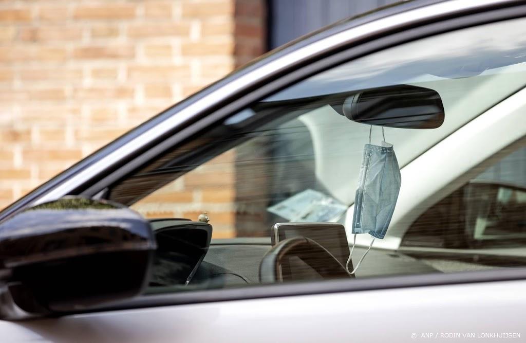 Kabinet wil negatieve test ook verplichten voor reizen met auto