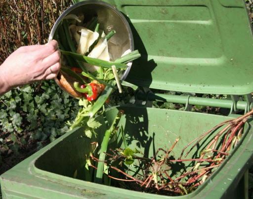 Katwijkers moeten afval beter scheiden anders gaan ze dat merken in hun portemonnee