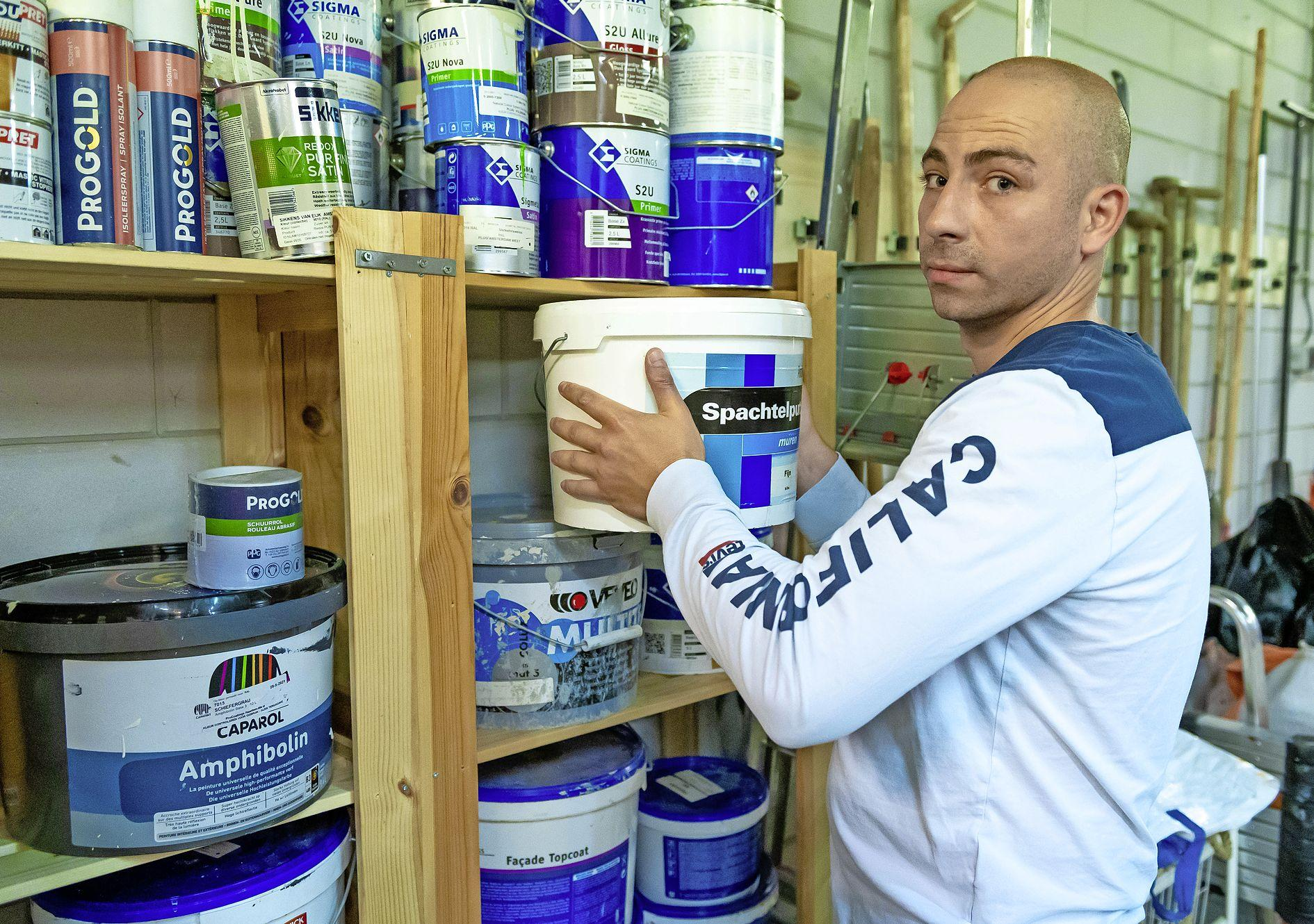 Hoe krijg je criminelen op het rechte pad? Met veel praktische hulp en geduld. Hasan (32): 'Ik had vroeger twee keuzes: oplichten of pakketjes drugs verkopen'