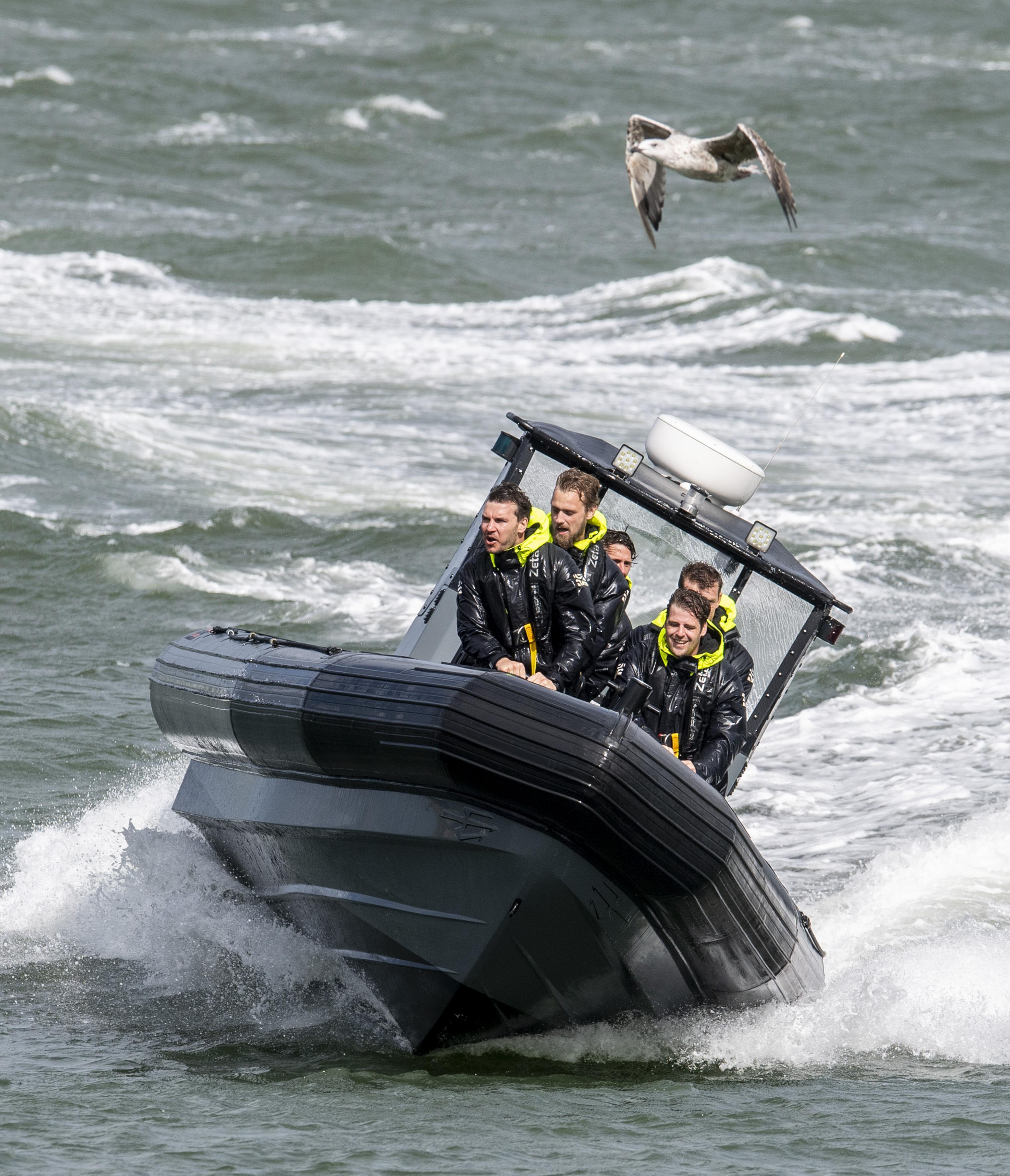 Ribvaren op zee met 78 kilometer per uur: bij het IJmuidense Eventmaker kan het. 'Laat je sleutels, telefoons en portemonnee maar achter' [video]