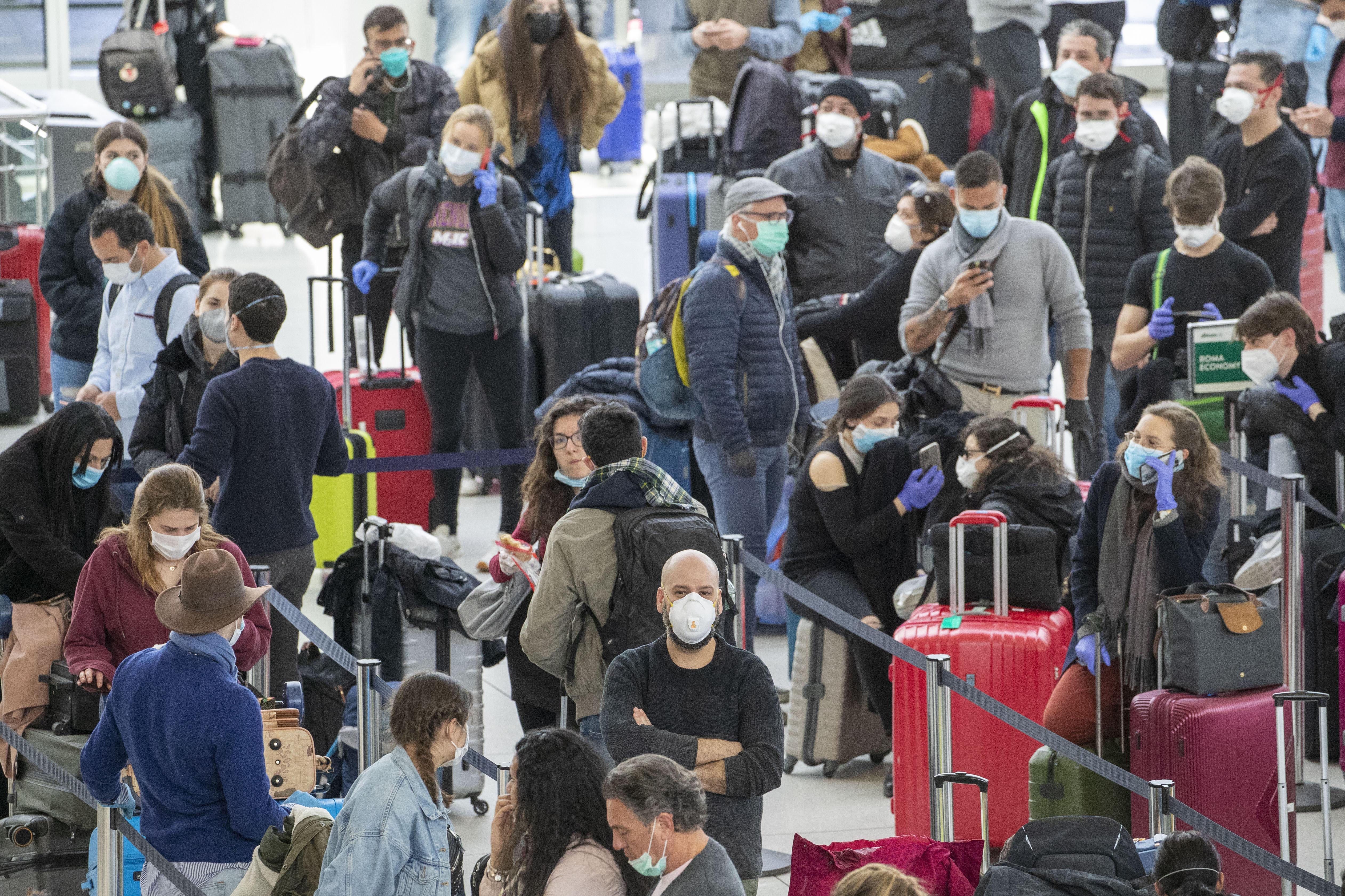 KLM gaat temperatuur meten van passagiers voor vertrek uit New York
