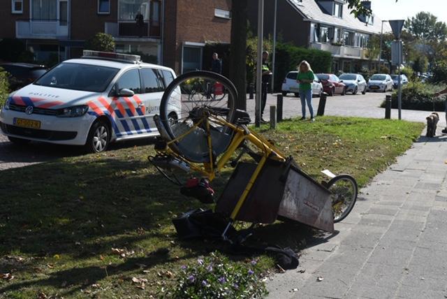 Vrouw op bakfiets geschept door een auto in Leiderdorp