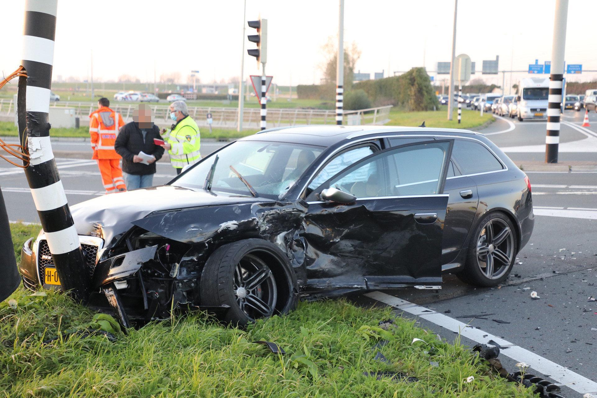 Gewonde bij flink ongeluk bij Vijfhuizen, N205 richting Hoofddorp dicht