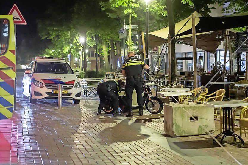 Dronken scooterrijder komt ten val in Hilversum en moet rijbewijs inleveren