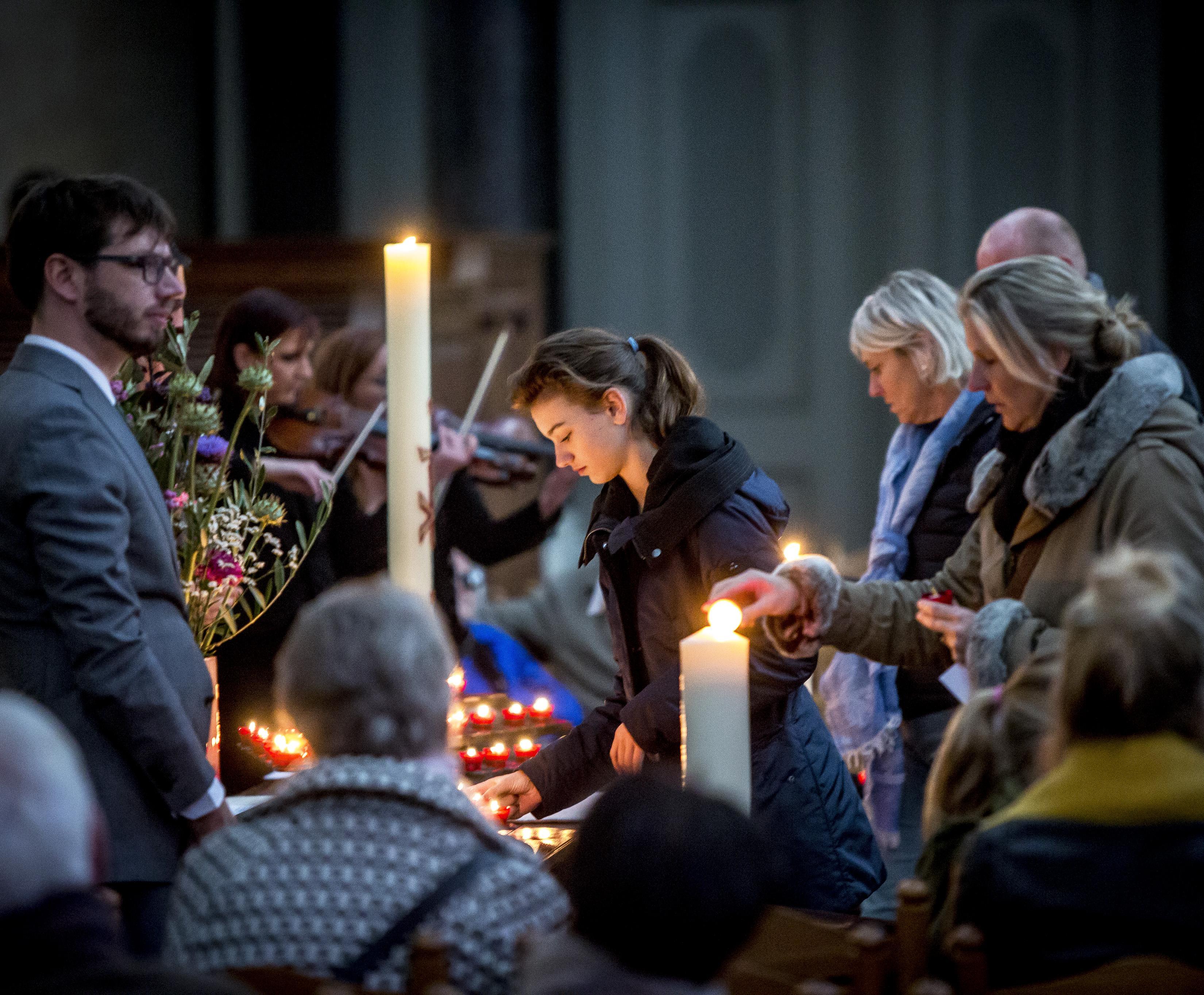 Ingetogen herdenking in de Grote Kerk Haarlem