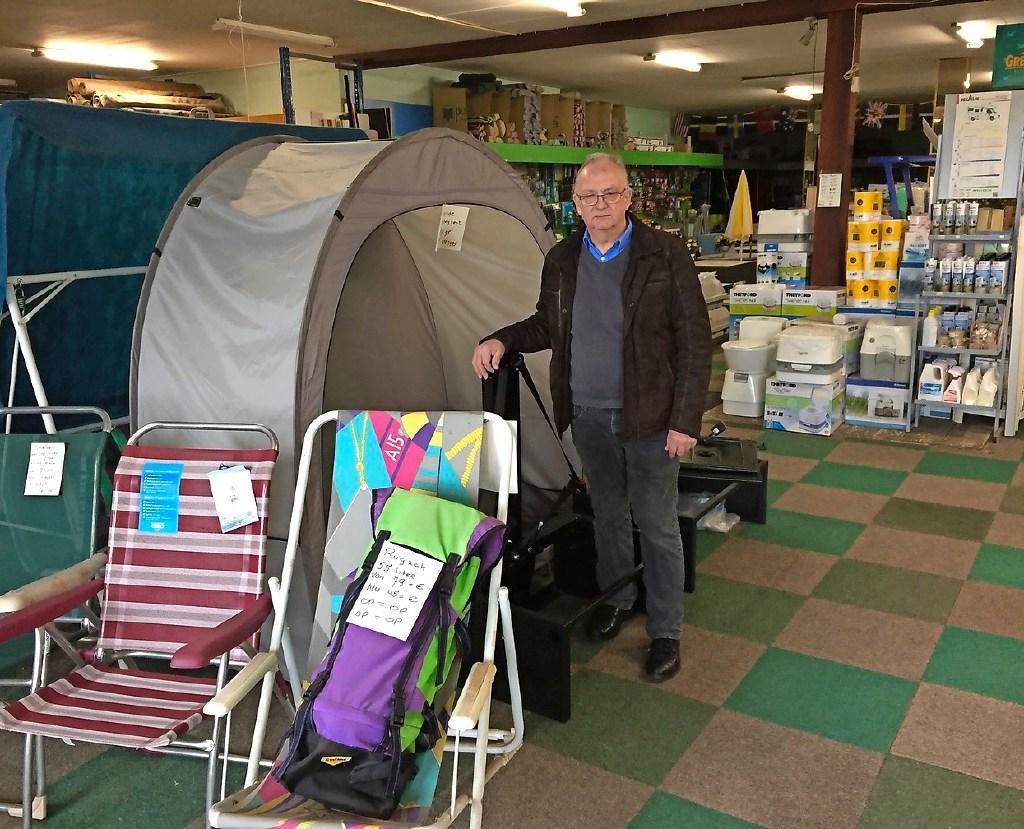 Bram Schipper in zijn kampeerwinkel Boranka. De zaak specialiseerde zich in de (ver)bouw van campers.