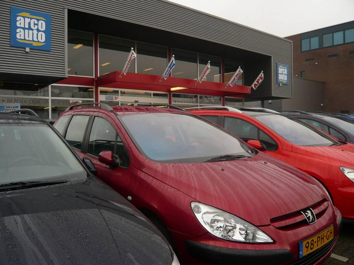 Malafide autodealer moet schadevergoedingen betalen na oplichtingspraktijken