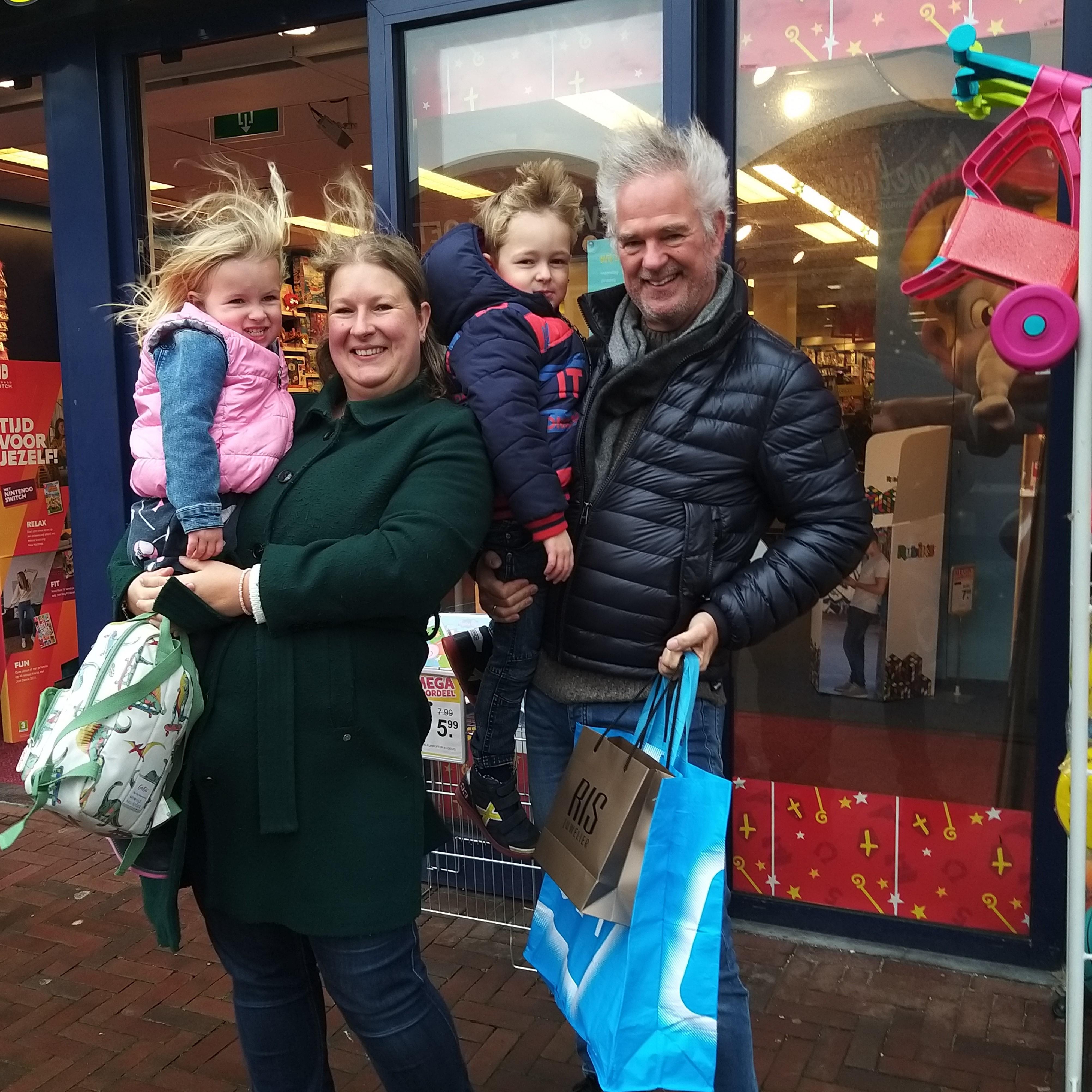 Velsense gezinnen vieren dit jaar creatief het sinterklaasfeest met de familieleden: facetimen met de Sint