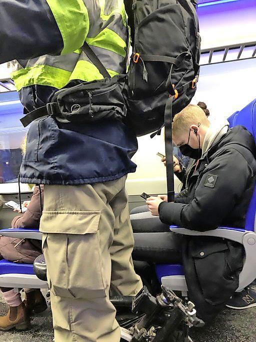 Propvolle en veel te korte treinen rond Haarlem. Reizigers eisen maatregelen van NS: 'Houd het veilig voor de groep die op pad moet!'