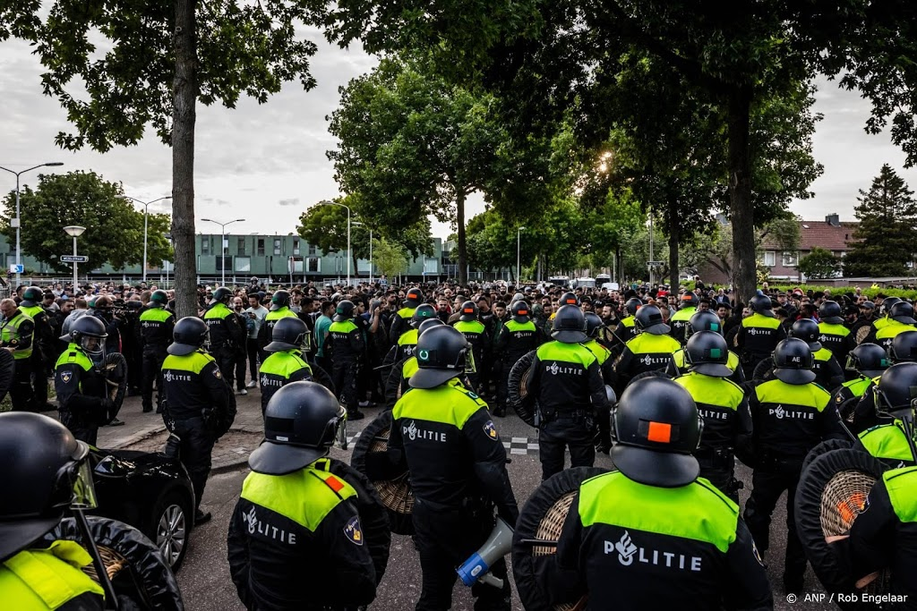 Cel- en taakstraffen geëist tegen relschoppers rond Pegida-demo