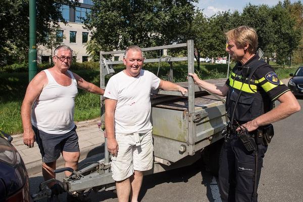 Aanhangwagen onder ogen van schilders gestolen in Bunschoten-Spakenburg