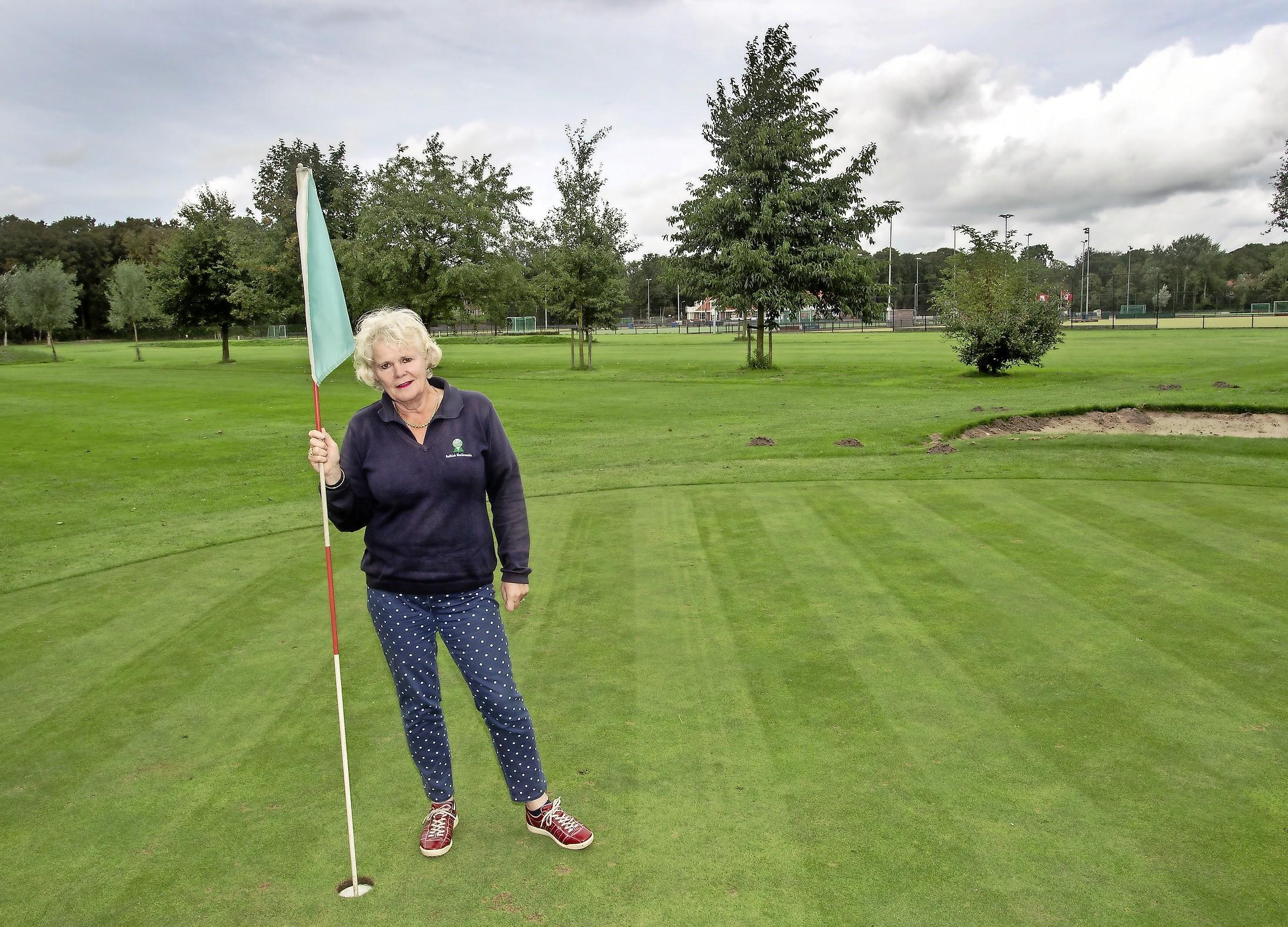 Golfen rond hockeyvelden Rood-Wit