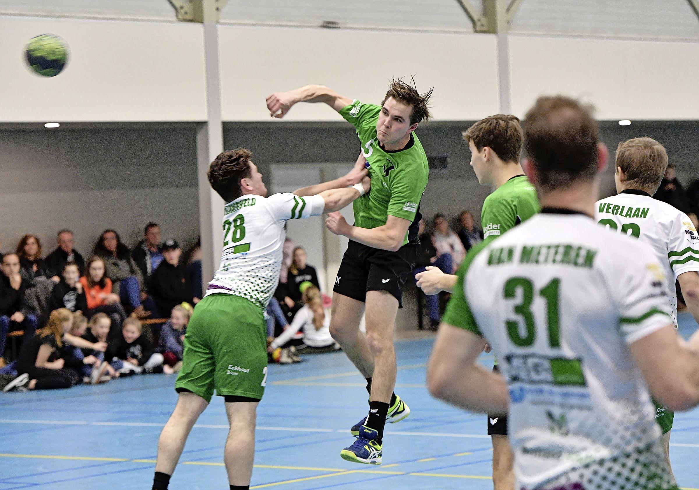 Bergense handballer Jos Kenter geeft de voorkeur aan een makkelijke overwinning boven een nipte zege in de laatste minuut: 'Iedereen krijgt speeltijd en de sfeer is beter'
